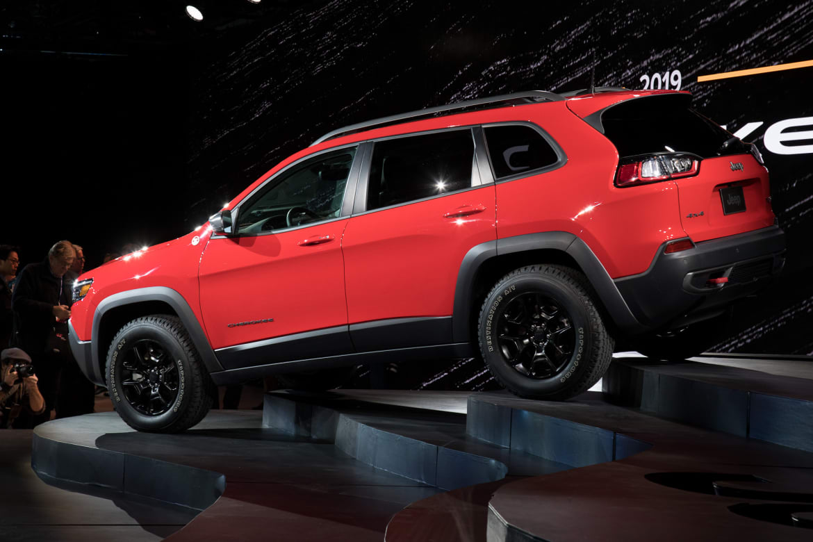 2019 Jeep Cherokee: Prettier And Turbocharged >> Jeep Puts Best Face Forward With 2019 Cherokee Redesign News
