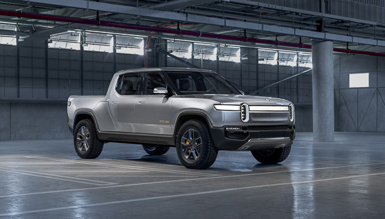 01-rivian-electric-pickup--angle--exterior--front--silver.jpg