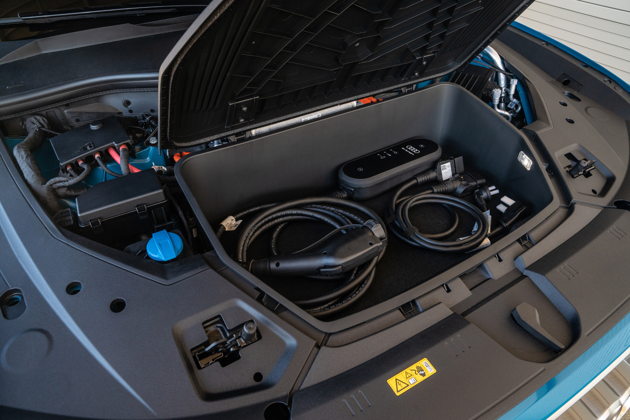 02-audi-e-tron-2019-charging-cables--engine--exterior--front.jpg