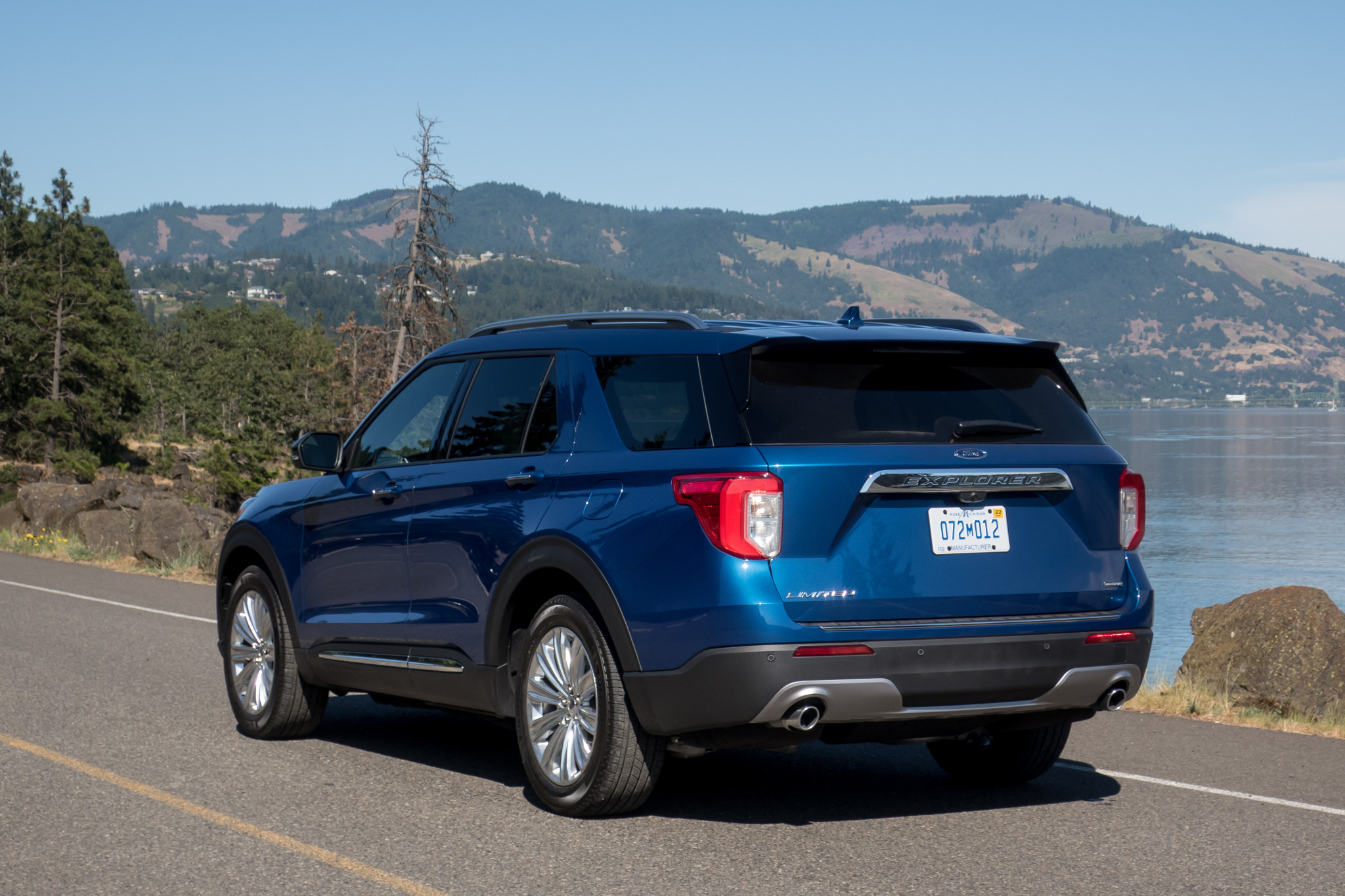 02-ford-explorer-hybrid-limited-2020-angle--blue--exterior--rear.jpg