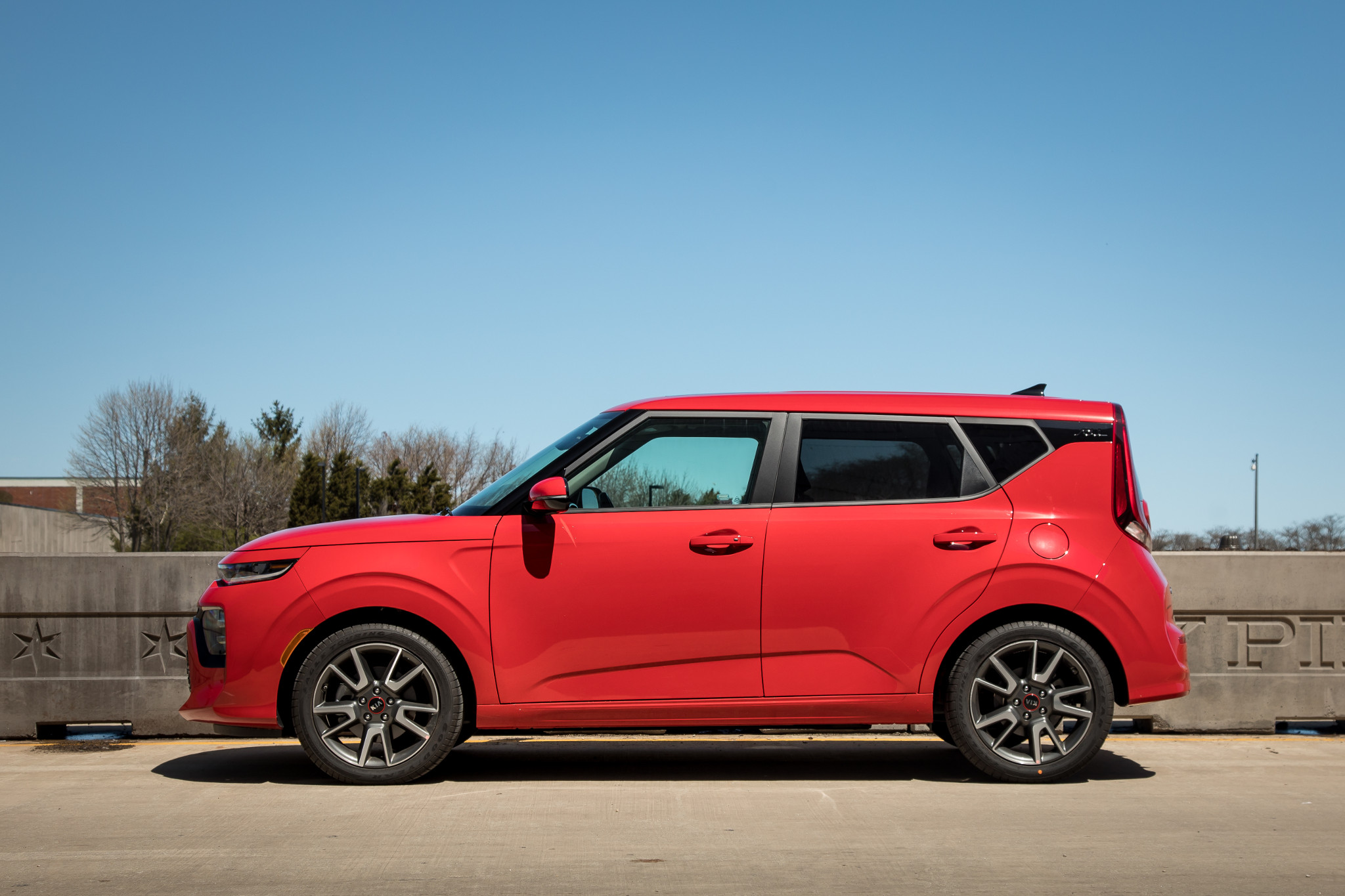 03-kia-soul-2020-exterior--profile--red--urban.jpg