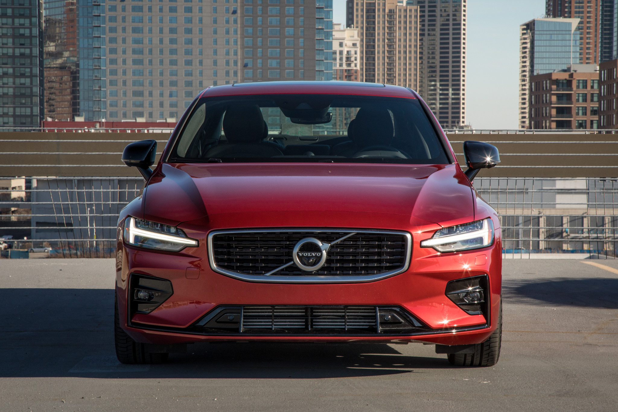 03-volvo-s60-2019-exterior--front--red--urban.jpg