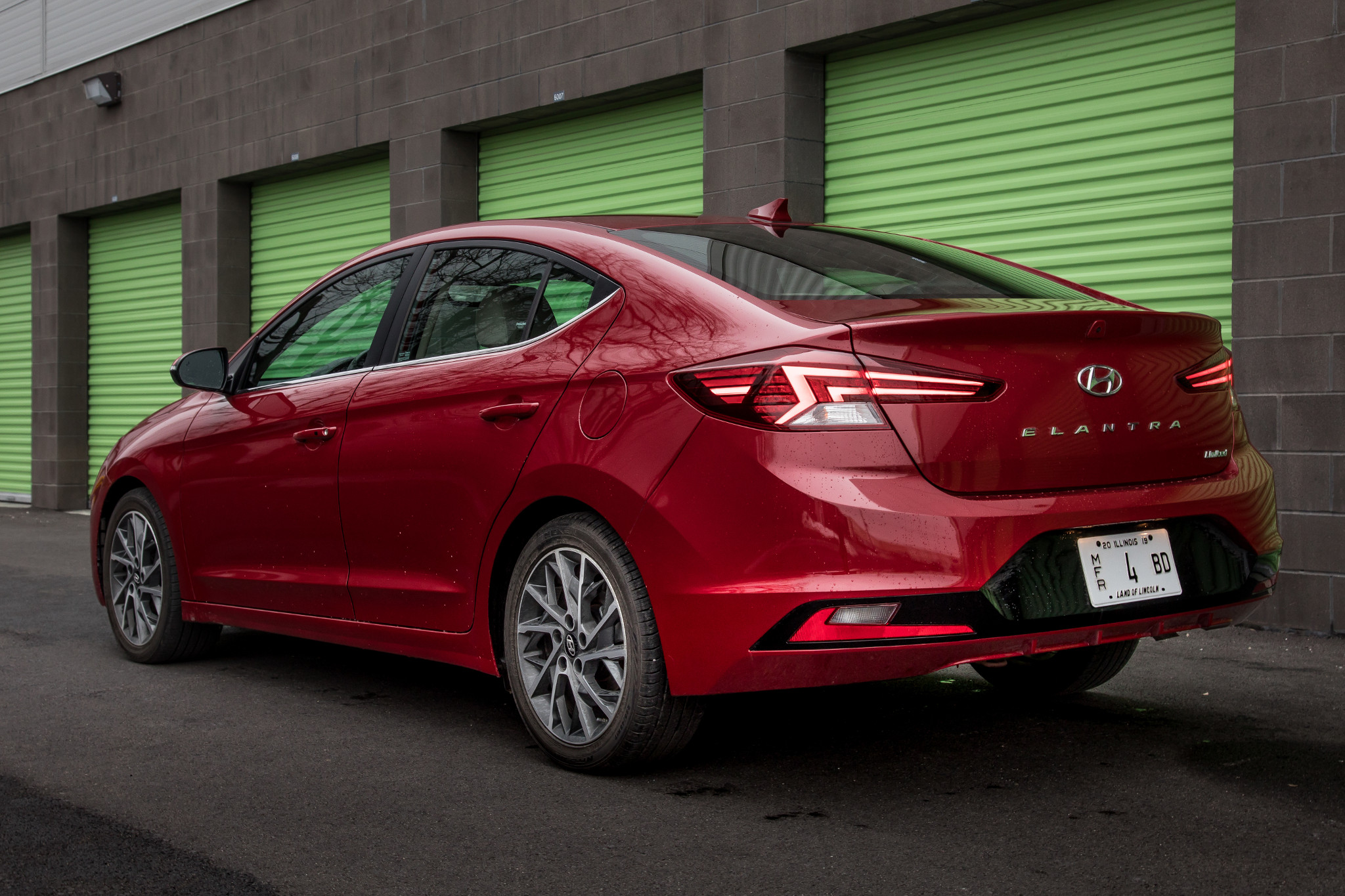 04-hyundai-elantra--2019-brick--exterior--profile--rear--red.jpg