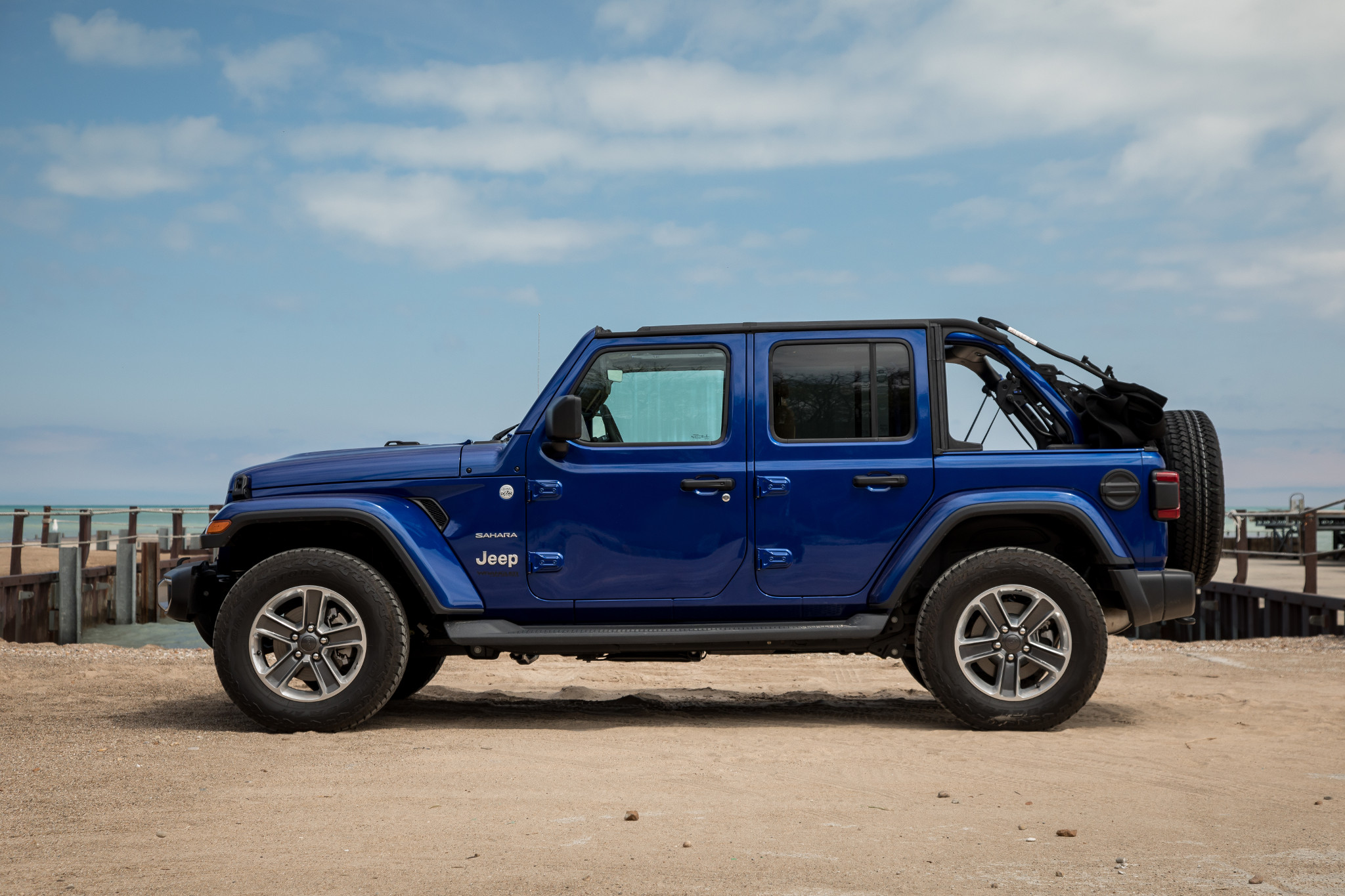 04-jeep-wrangler-2019-beach--blue--exterior--profile.jpg
