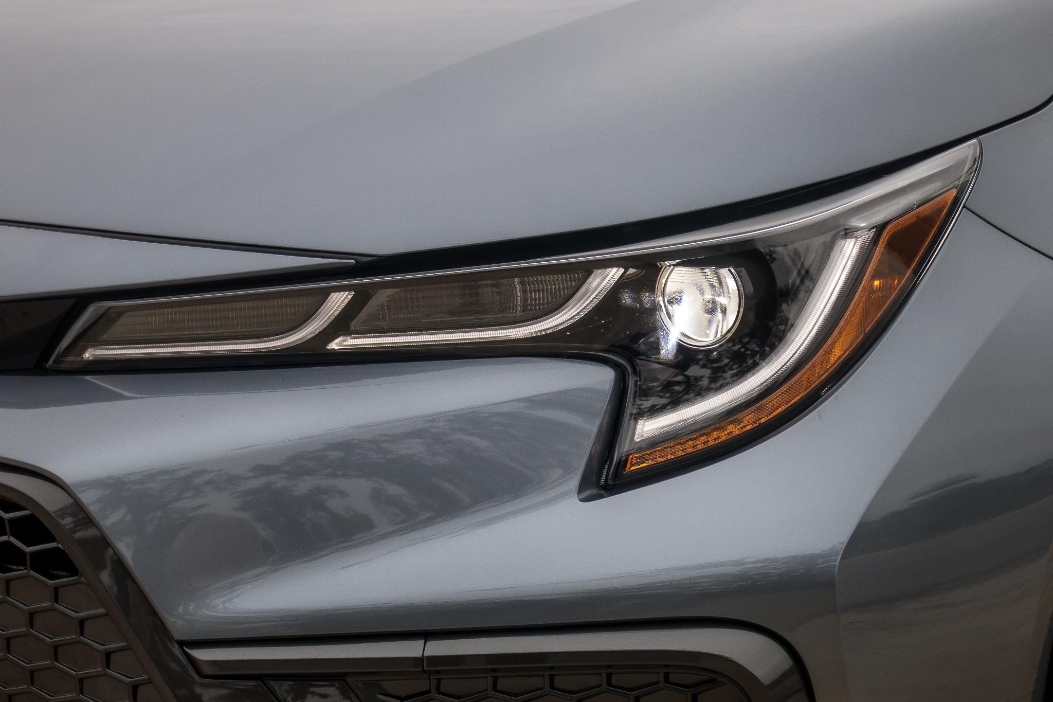 05-toyota-corolla-2020-exterior--front--grey--headlights.jpg
