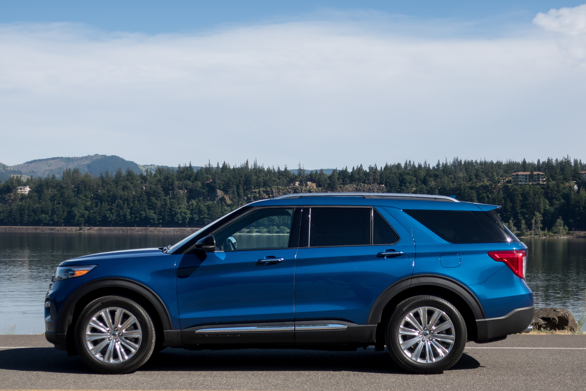 07-ford-explorer-hybrid-limited-2020-blue--exterior--profile.jpg