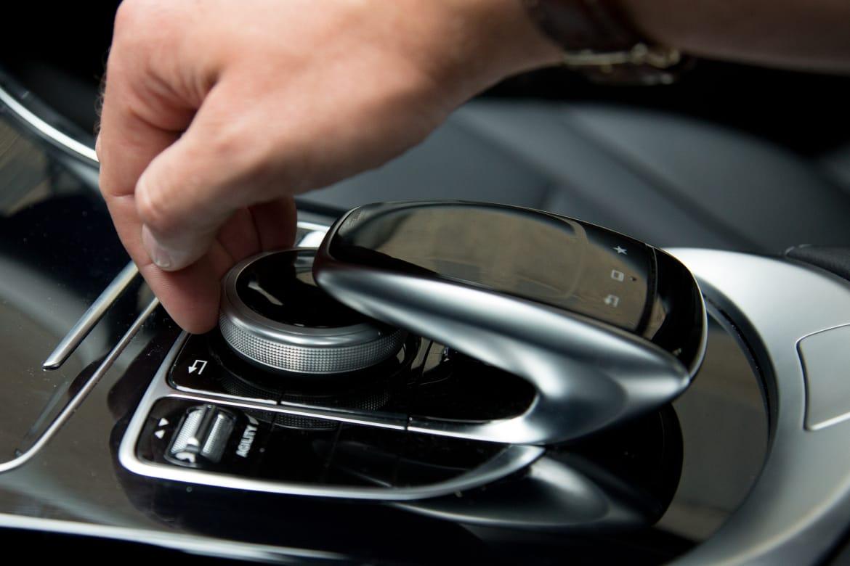 15Mercedes-Benz_C300_CARSCOM_ES_44.jpg