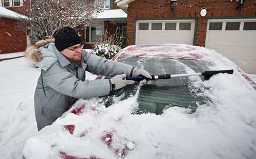How To Get Ice Off Of Windshield >> How To Safely Remove Snow And Ice From Your Car News
