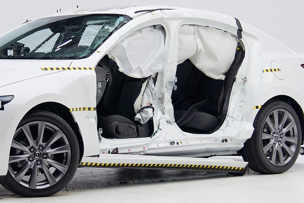 19_Mazda_Mazda3_IIHS_Crash_Test