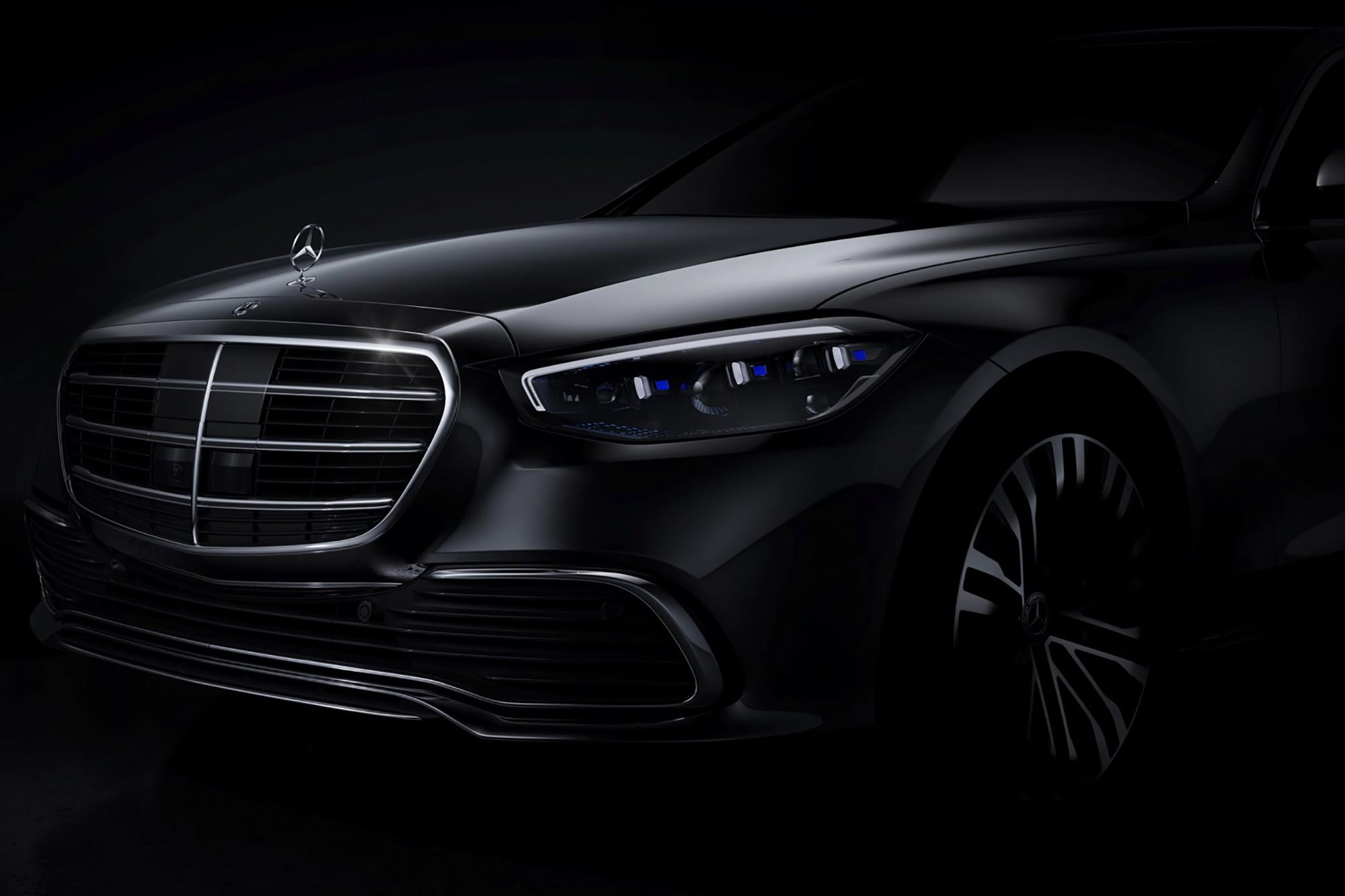 Next-Gen Mercedes-Benz S-Class Glimpse Mixes Traditional Styling With New