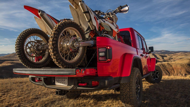 2020 Jeep Gladiator hauling two motorbikes