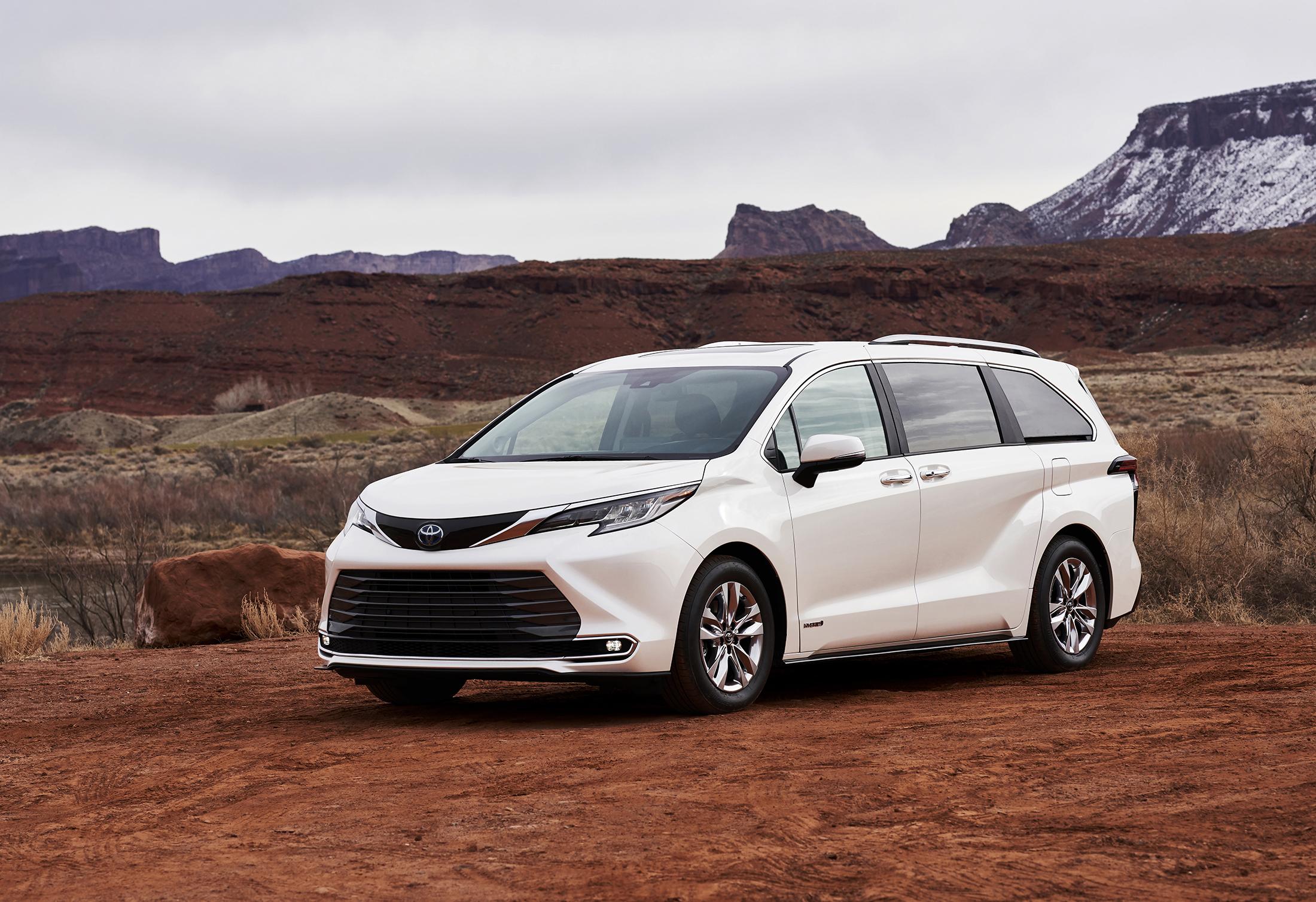 2021 Toyota Sienna Powers Families With New Hybrid Drivetrain
