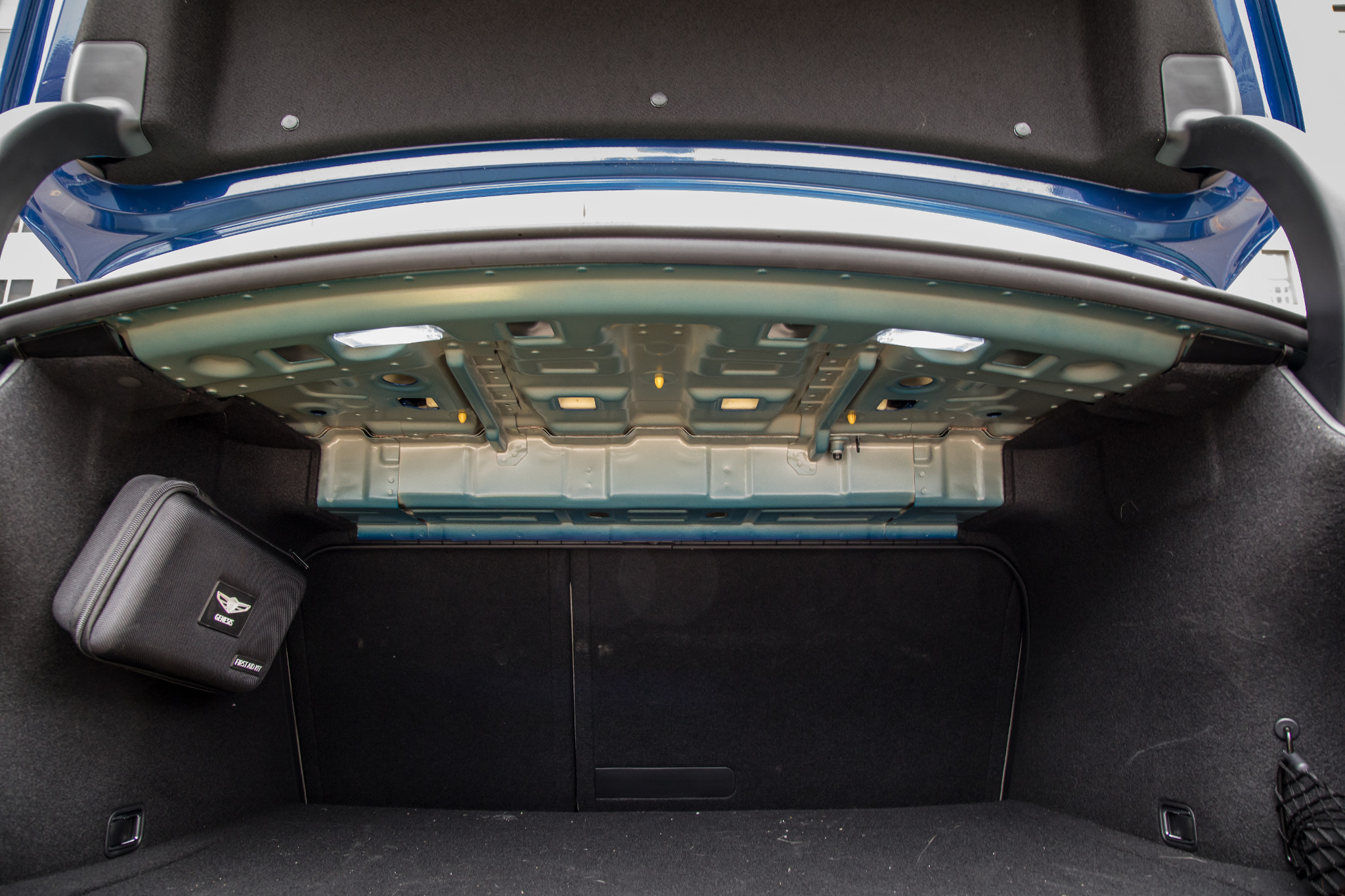 23-genesis-g70-2019-audio-system--interior--trunk.jpg