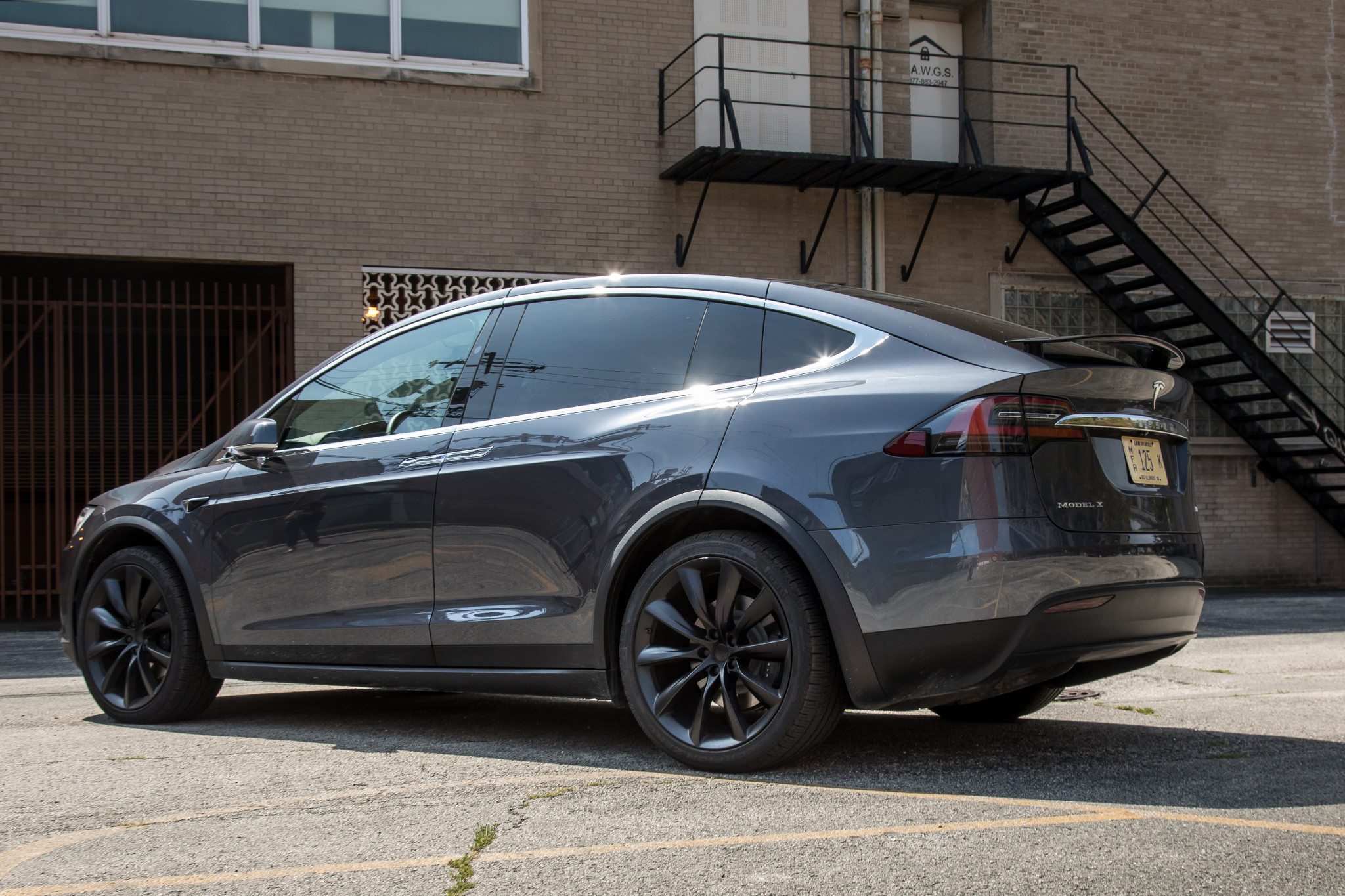 23-tesla-model-x-2018-exterior--grey--rear-angle.jpg