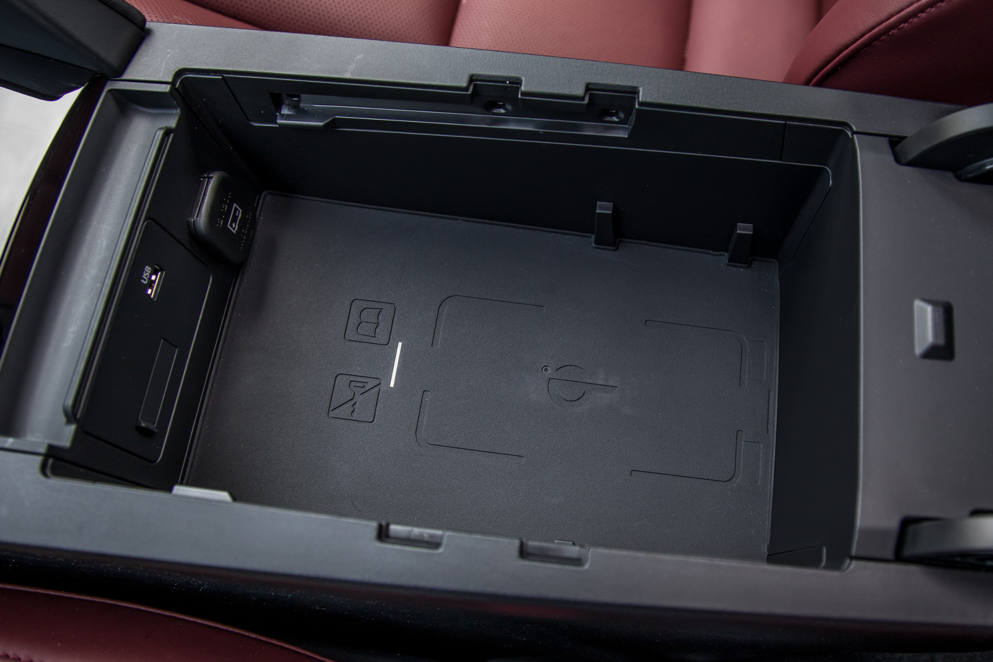 26-mazda-mazda3-2019-center-console--interior--storage--wireless-charging.jpg