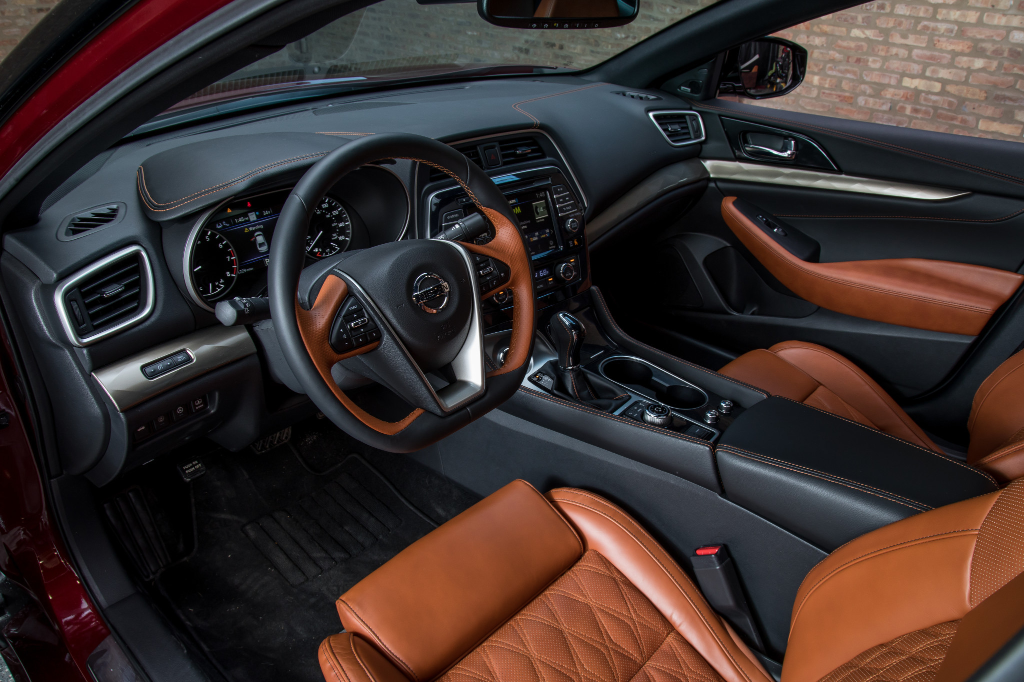 30-nissan-maxima-2019-black--brown--front-row--interior--two-tone--upholstery.jpg