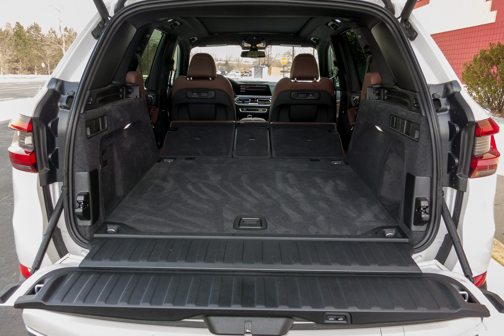 32-bmw-x5-2019-folding-seats--interior--trunk.jpg