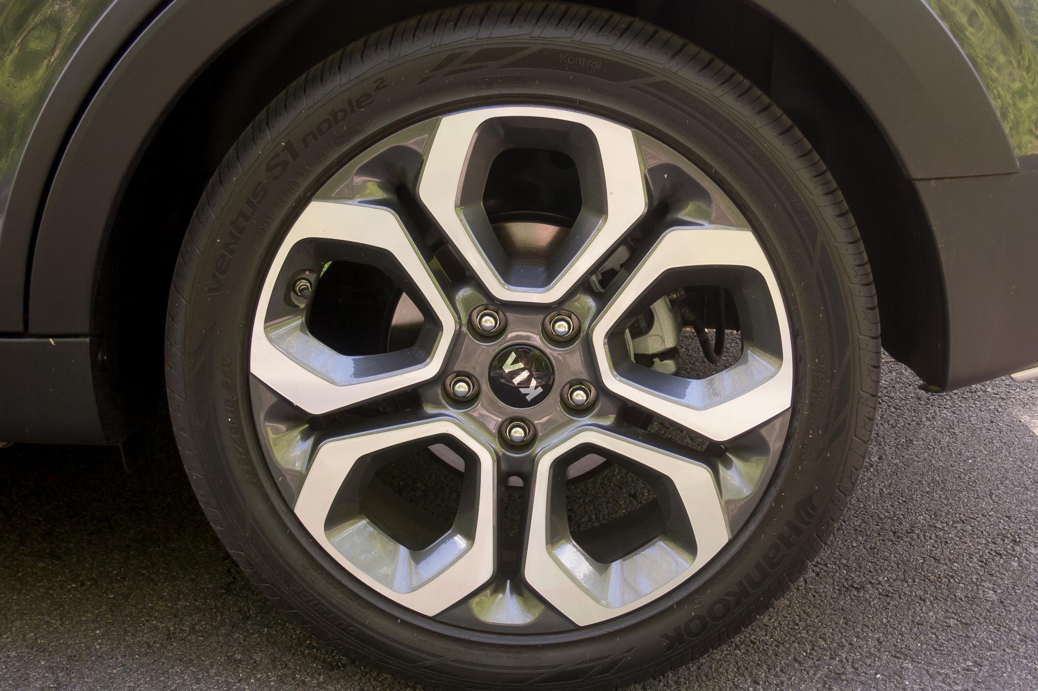 48-kia-soul-2020-exterior--wheel.jpg