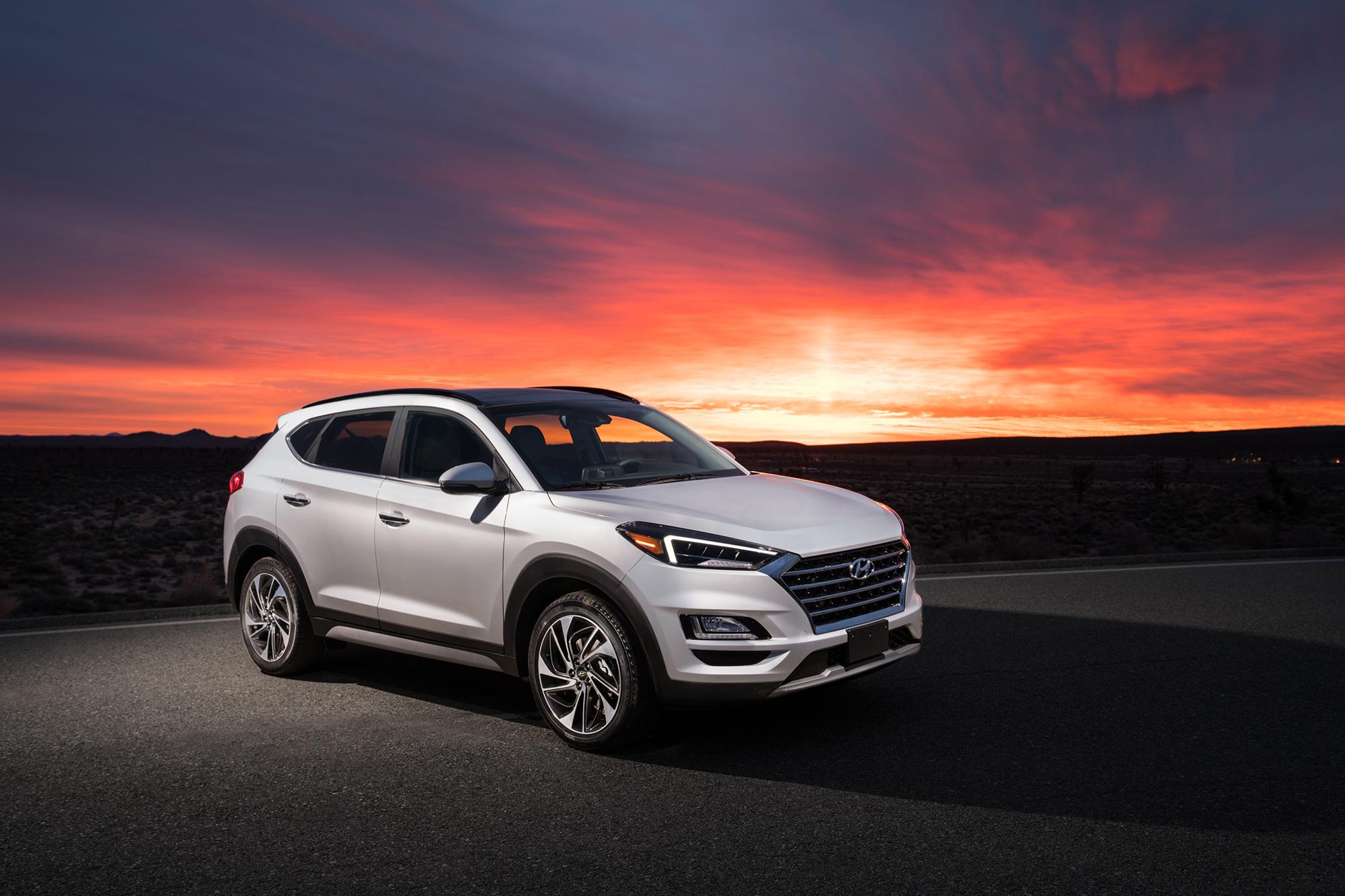 Hyundai-Tucson-2020-exterior-white-outside-sunset