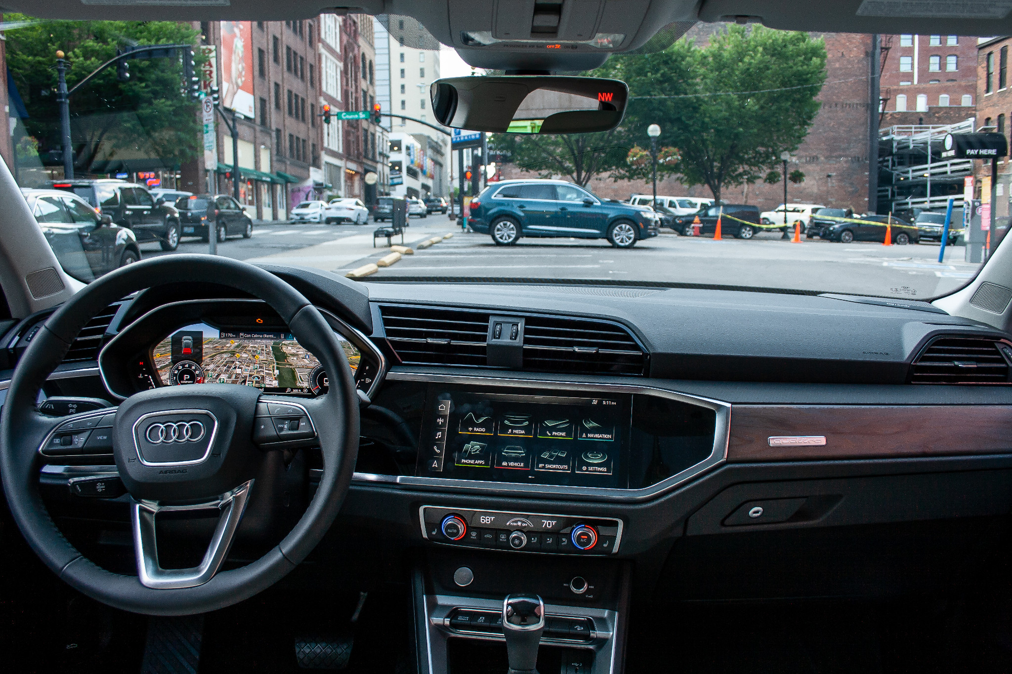 audi-q3-2019-09-cockpit-shot--interior.jpg