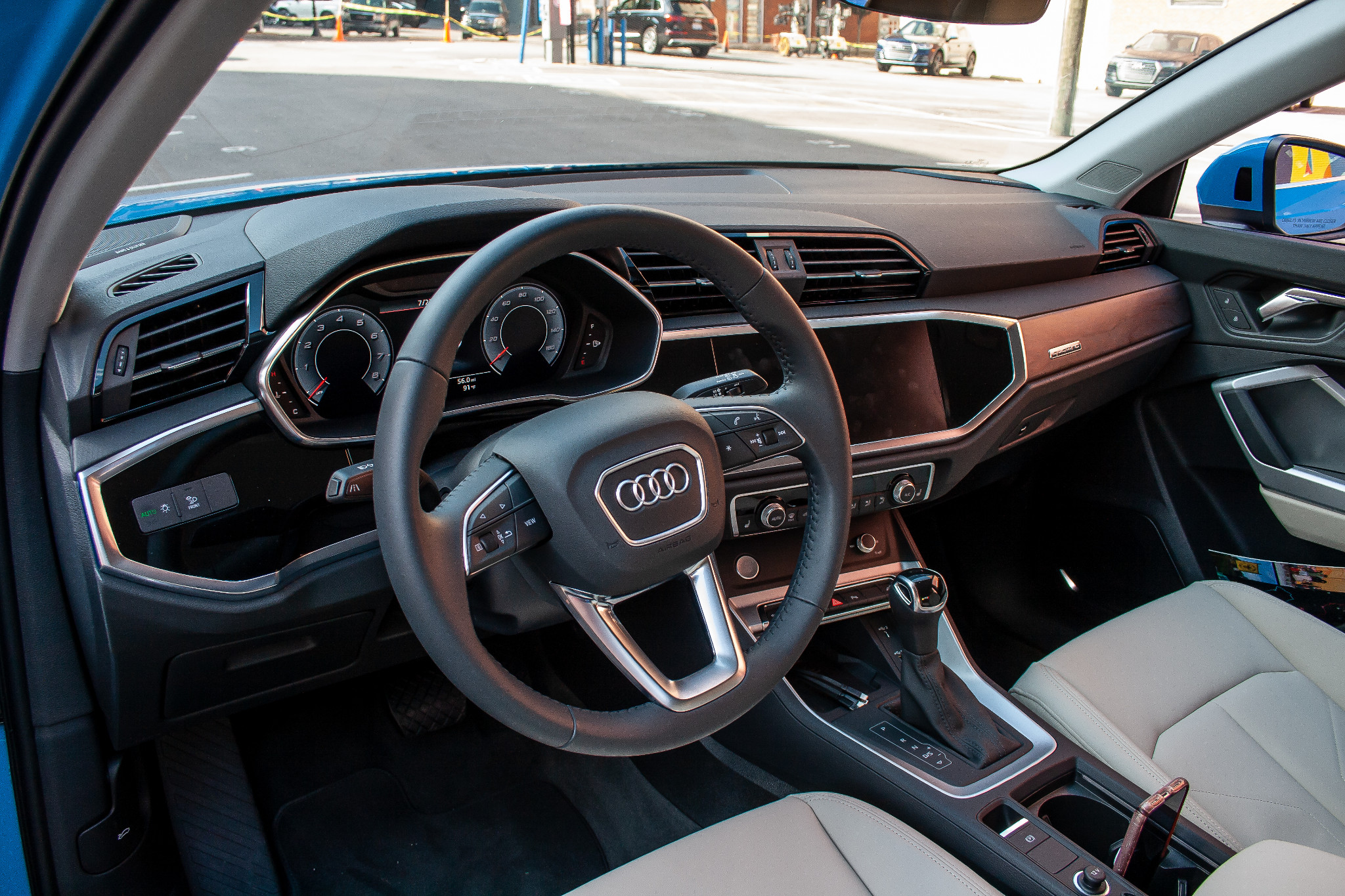 audi-q3-2019-11-front-row--interior--steering-wheel.jpg