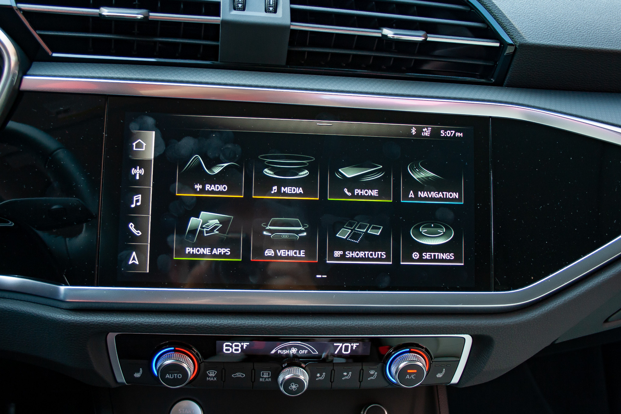 audi-q3-2019-16-center-stack-display--front-row--interior.jpg