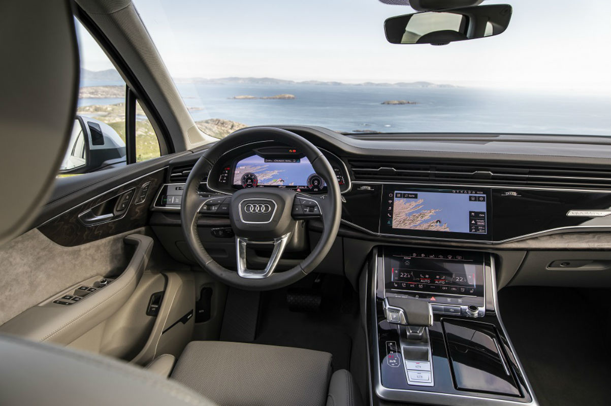 audi-q7-2020-06-interior-cockpit-shot.jpg