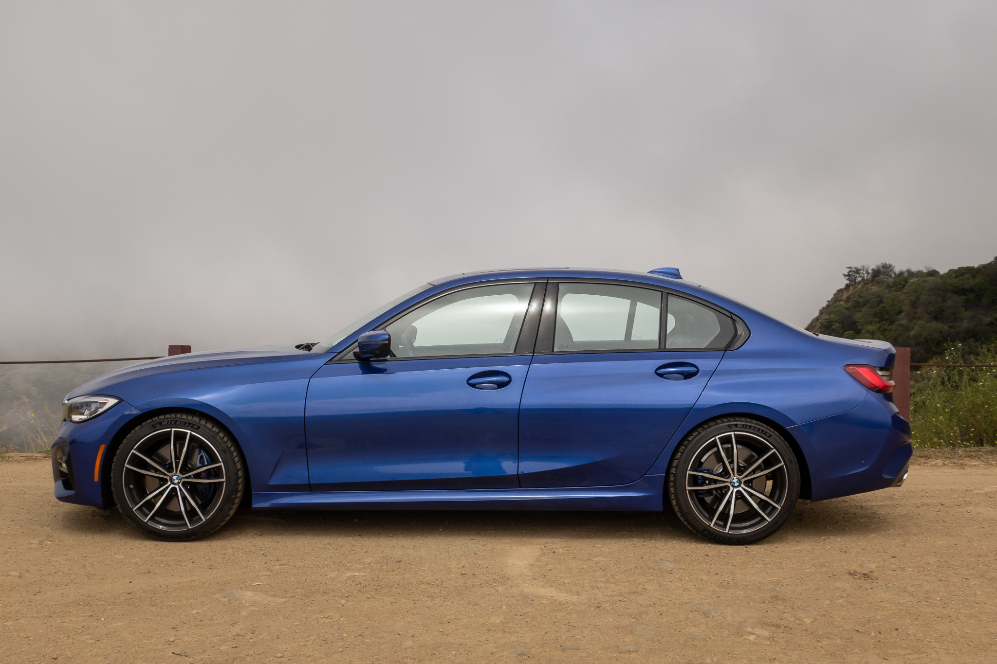 bmw-330i-2019-06-blue--exterior--profile.jpg