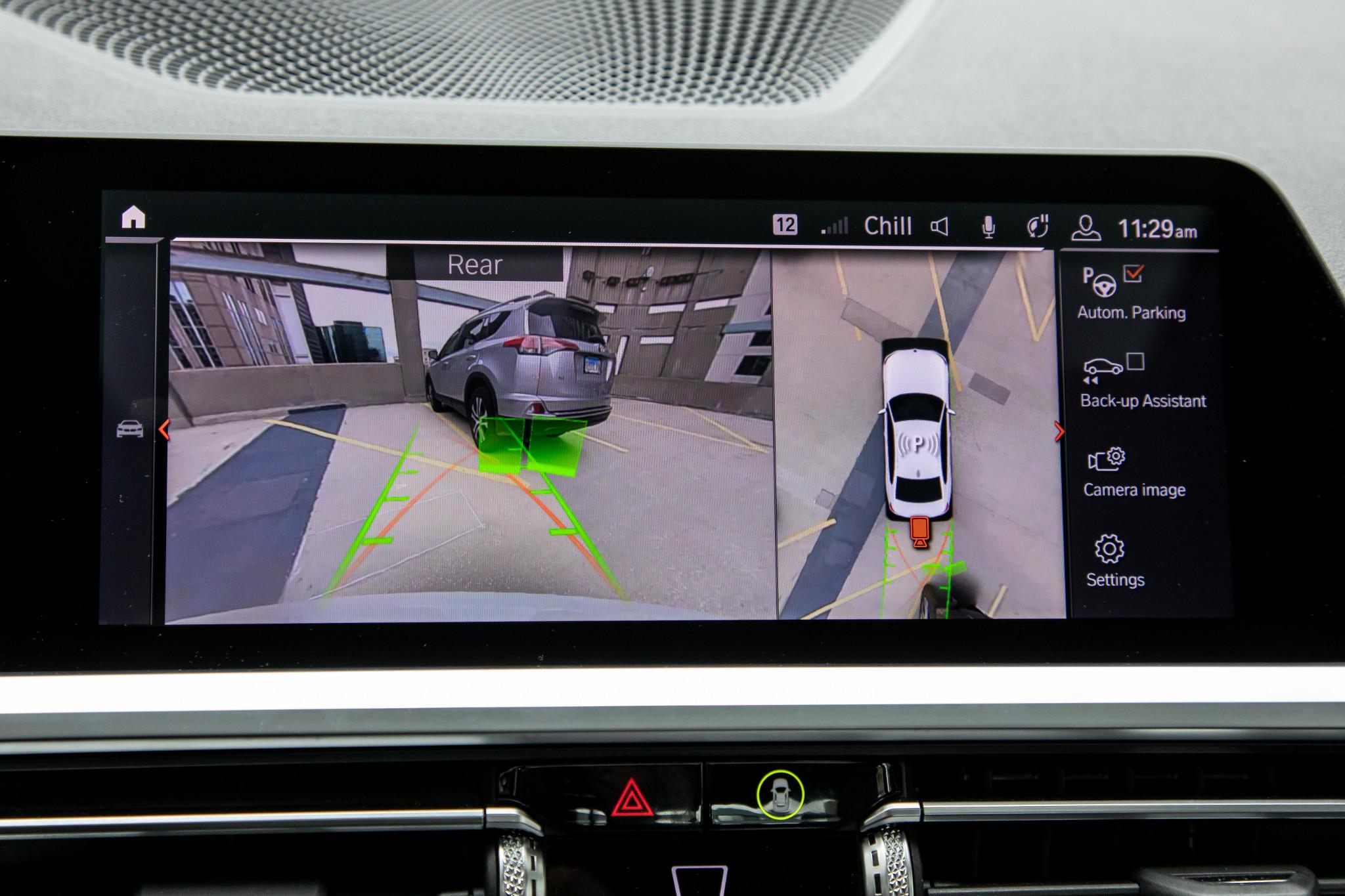 bmw-330i-2019-43-camera--center-stack-display--front-row--interior.jpg