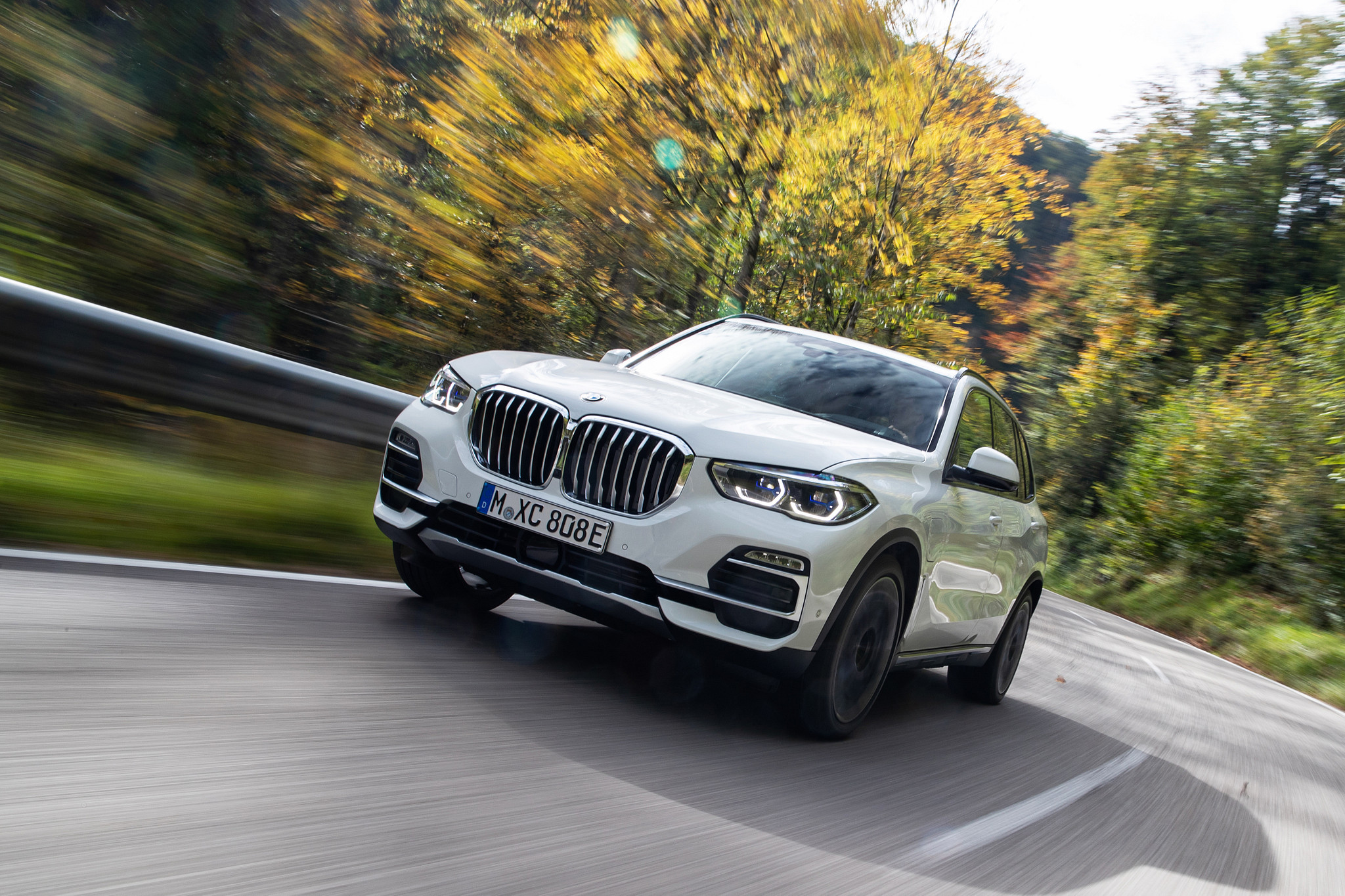 2021 BMW X5 Plug-In Hybrid Returns at Long Last With More Juice, More Pep, More EV Range