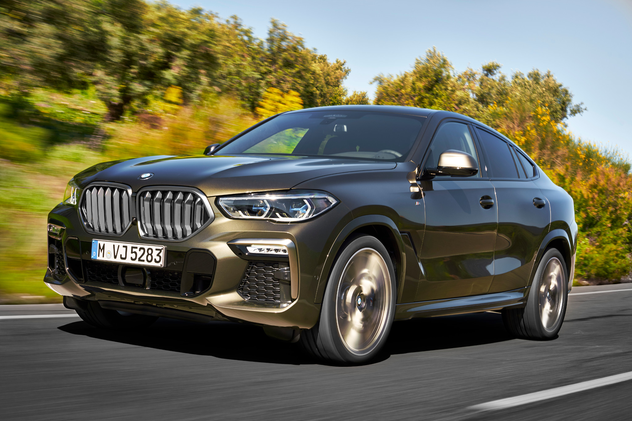 bmw-x6-2020-02-angle--dynamic--exterior--front--gold.jpg