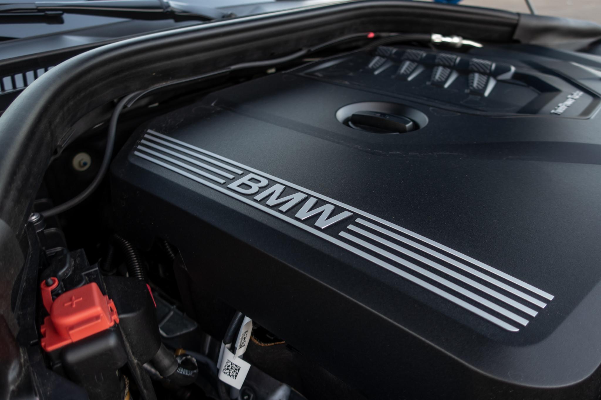 bmw-z4-30i-sdrive-2020-14-detail--engine--exterior.jpg