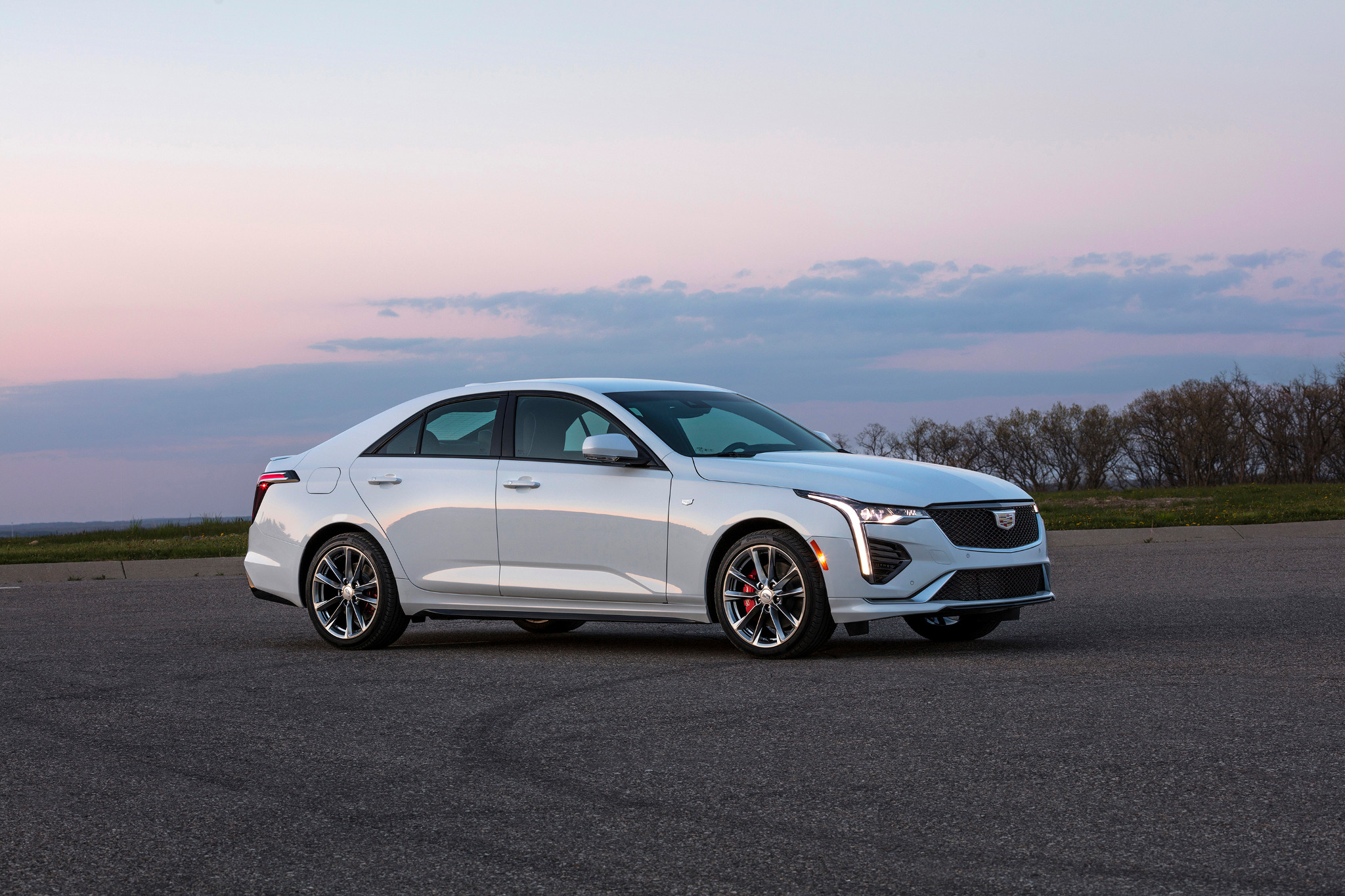 cadillac-ct4-sport-2020-02-angle--exterior--front--white.jpg