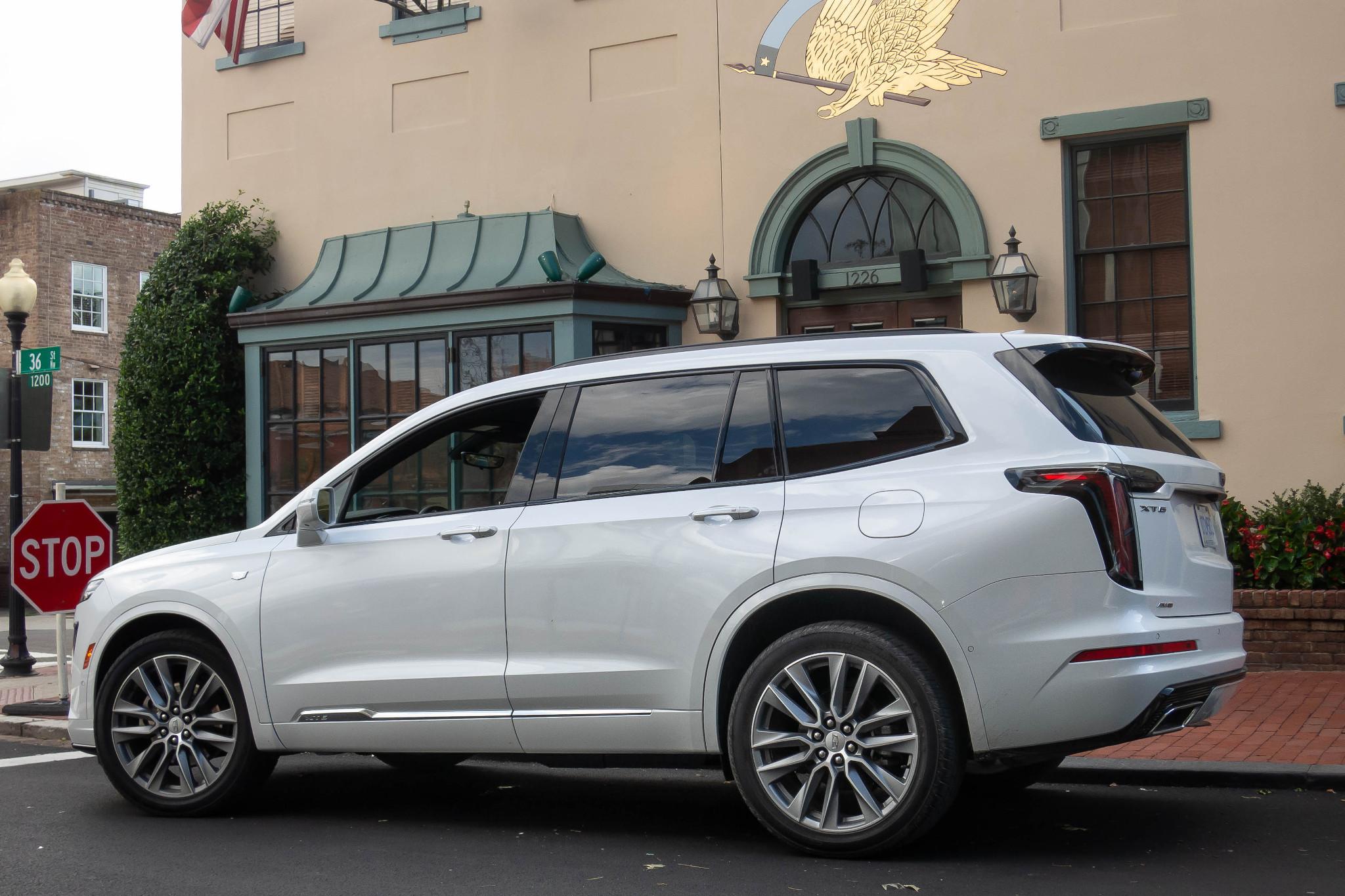 cadillac-xt6-2020-04-angle--exterior--rear--white.jpg