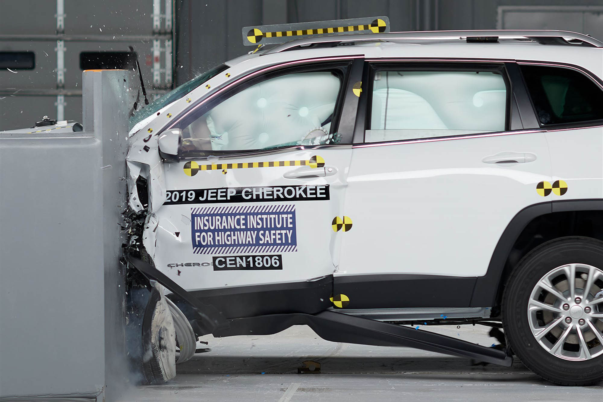 2019 Jeep Cherokee Gets a Top Safety Rating (With a Bunch of Conditions)
