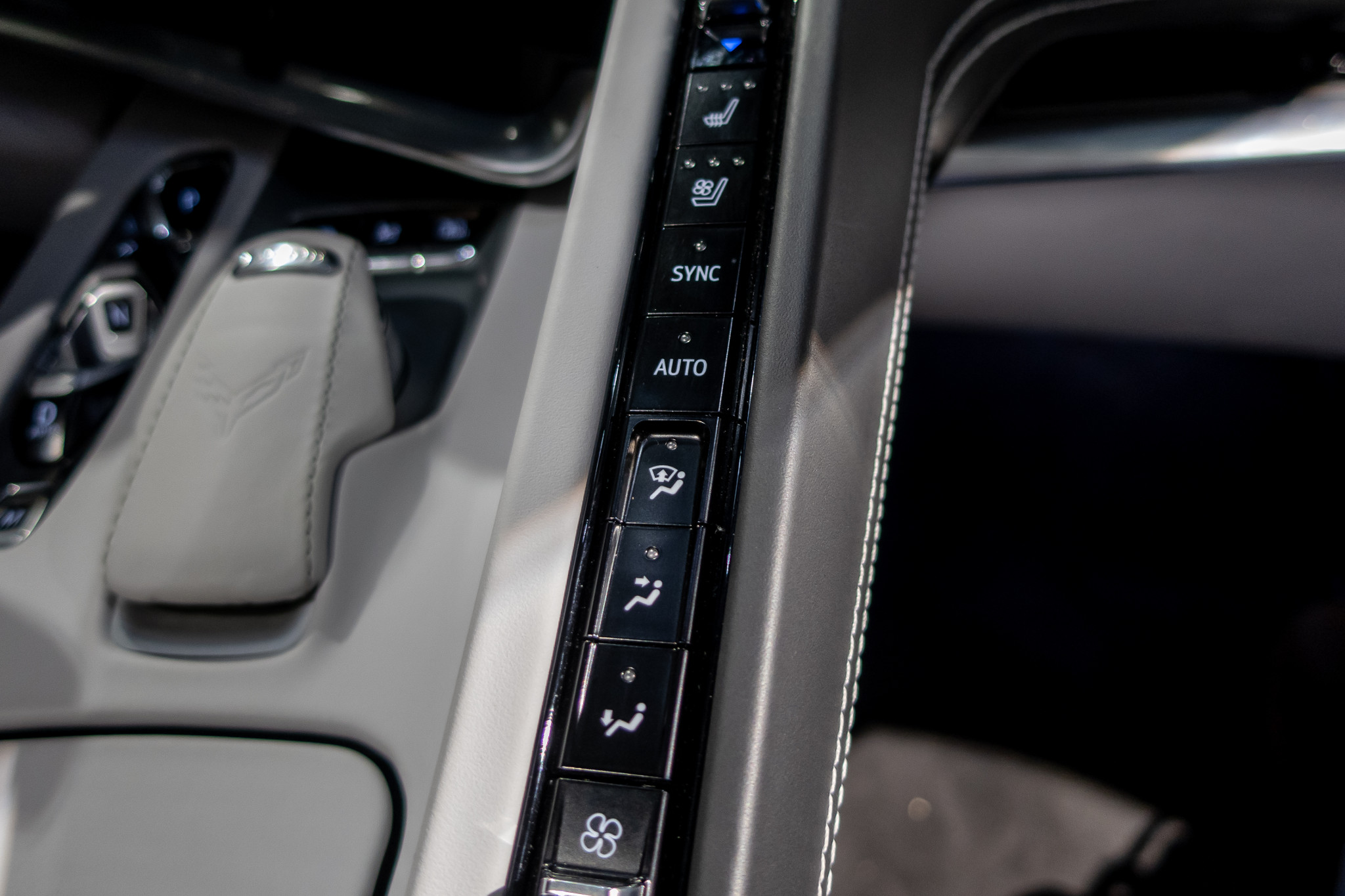 chevrolet-corvette-2020-11-center-console--climate-control--interior.jpg