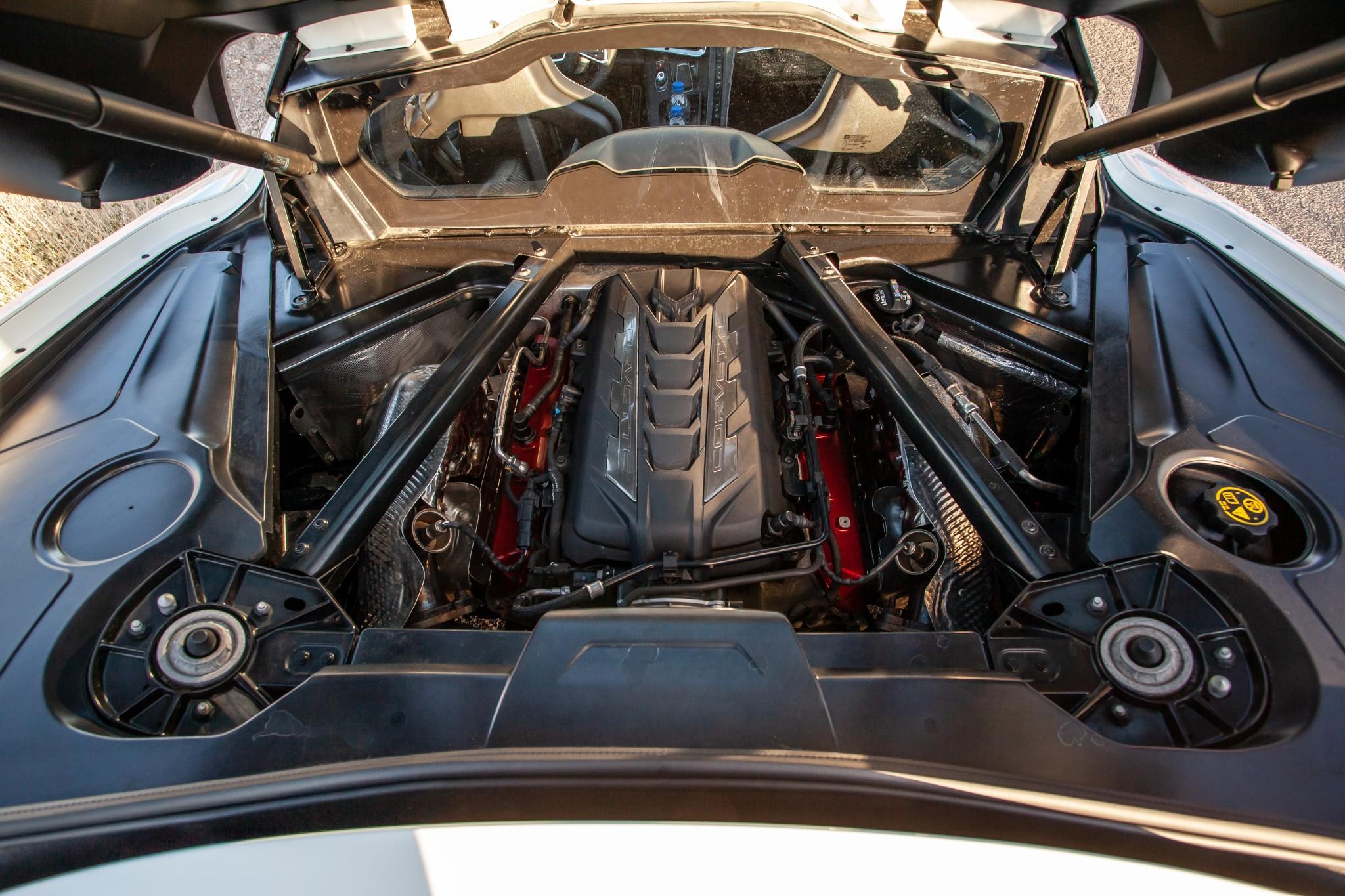 chevrolet-corvette-stingray-2020-10-exterior--rear-engine.jpg