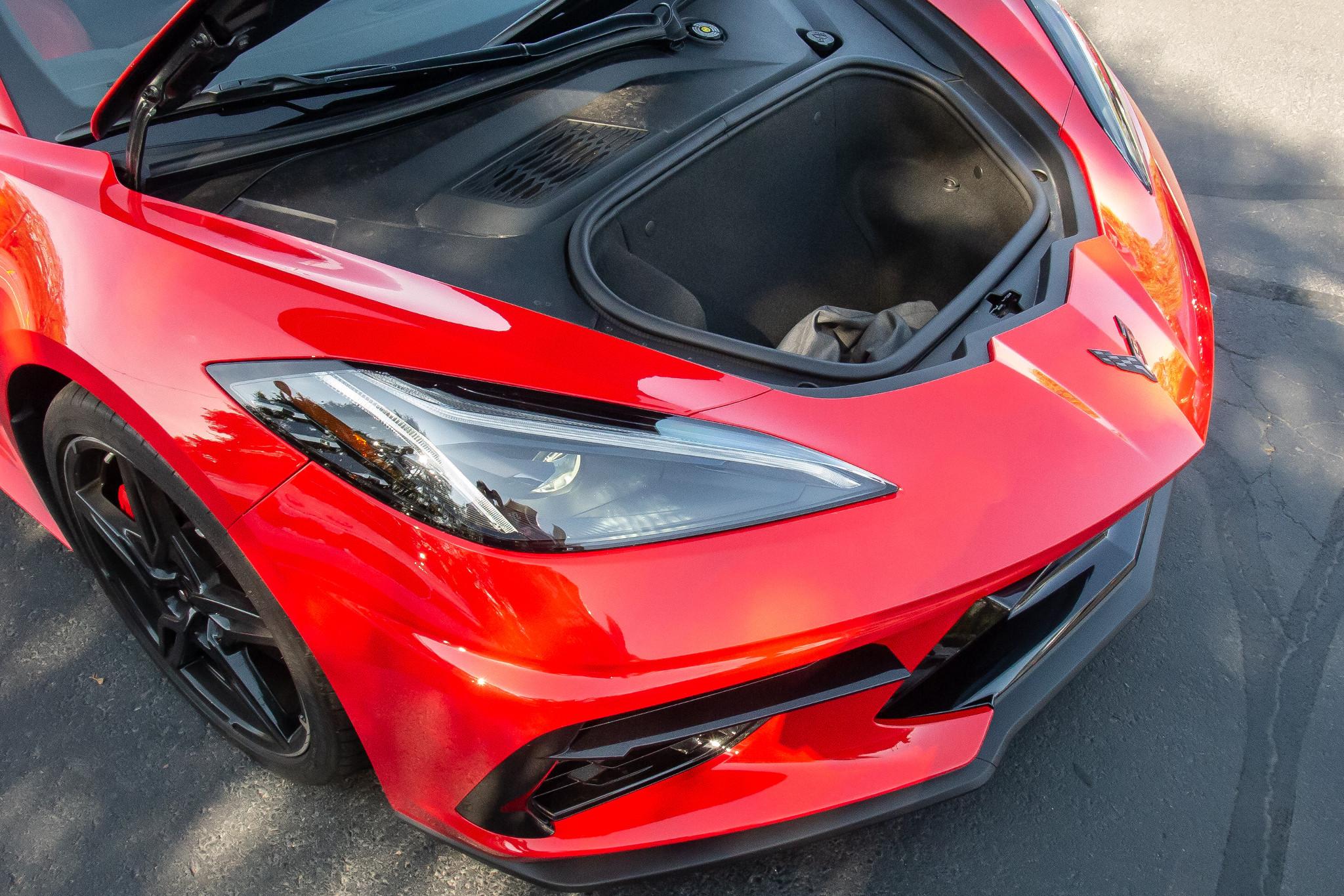 chevrolet-corvette-z51-2020-04-exterior--front--red--trunk.jpg