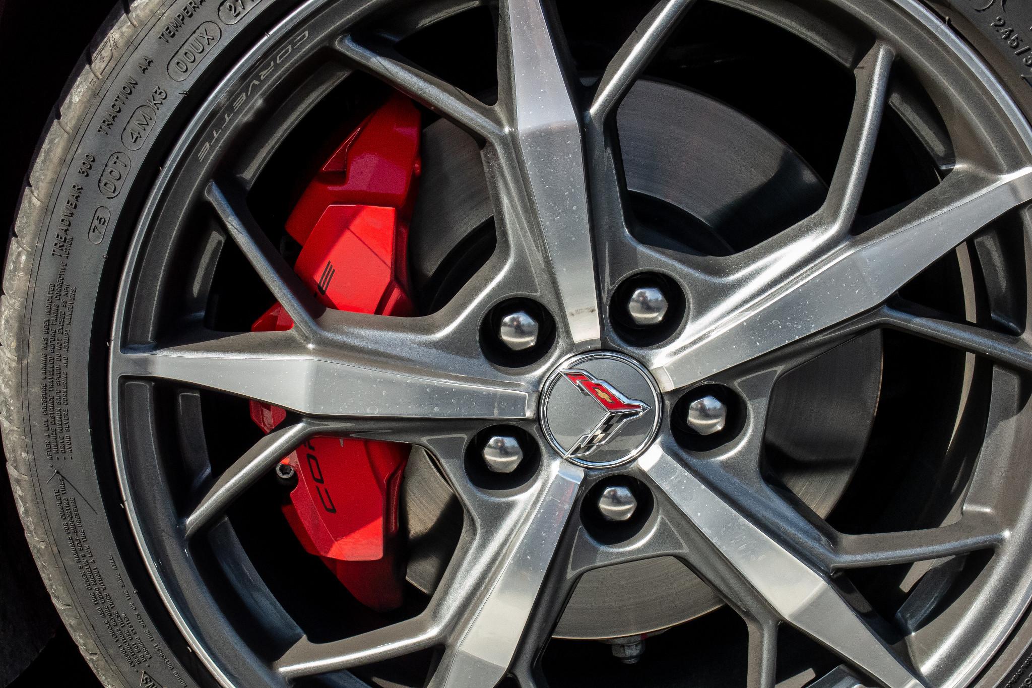 chevrolet-corvette-z51-2020-10-exterior--wheel.jpg
