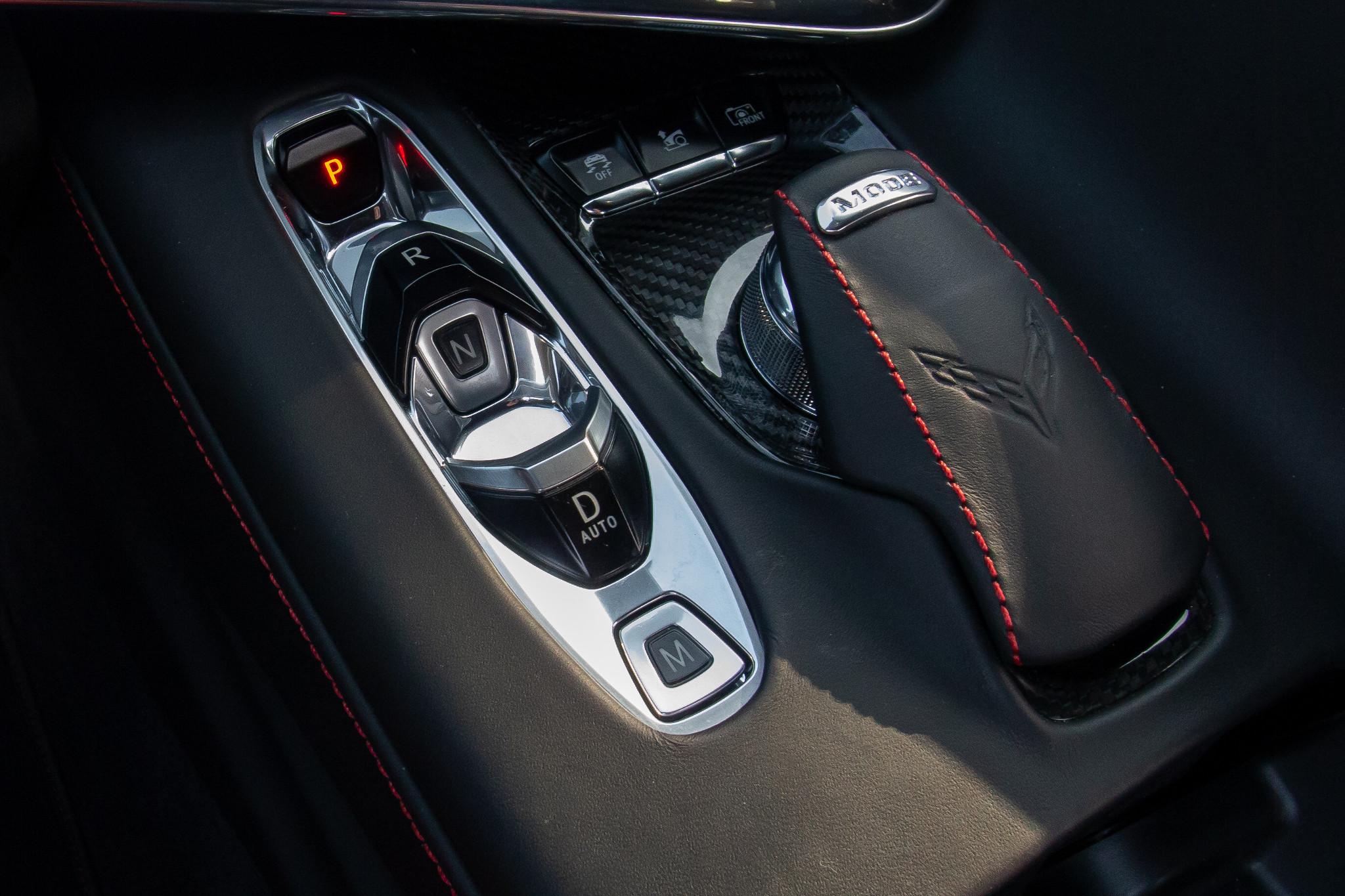 chevrolet-corvette-z51-2020-16-center-console--interior.jpg