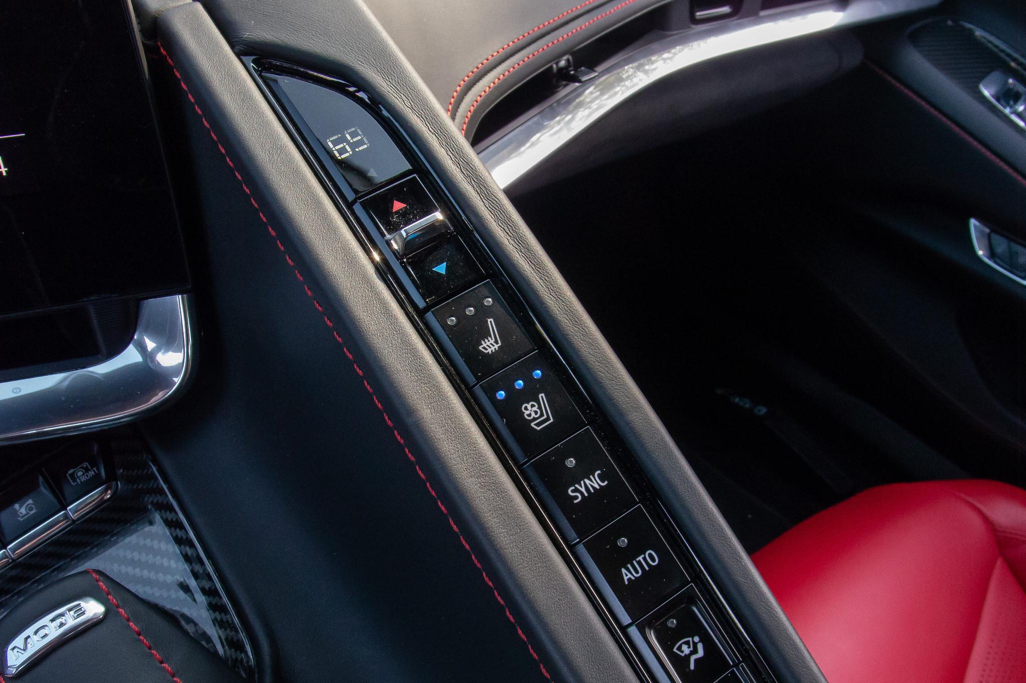chevrolet-corvette-z51-2020-20-center-console--climate-control--controls--interior.jpg