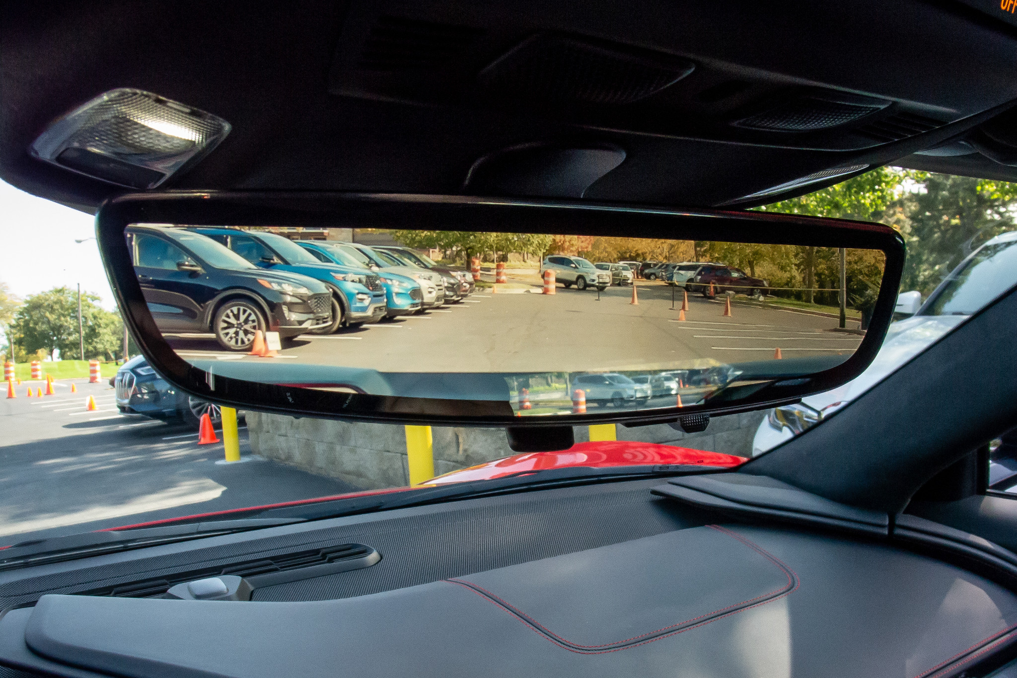 chevrolet-corvette-z51-2020-21-interior--rearview-mirror.jpg