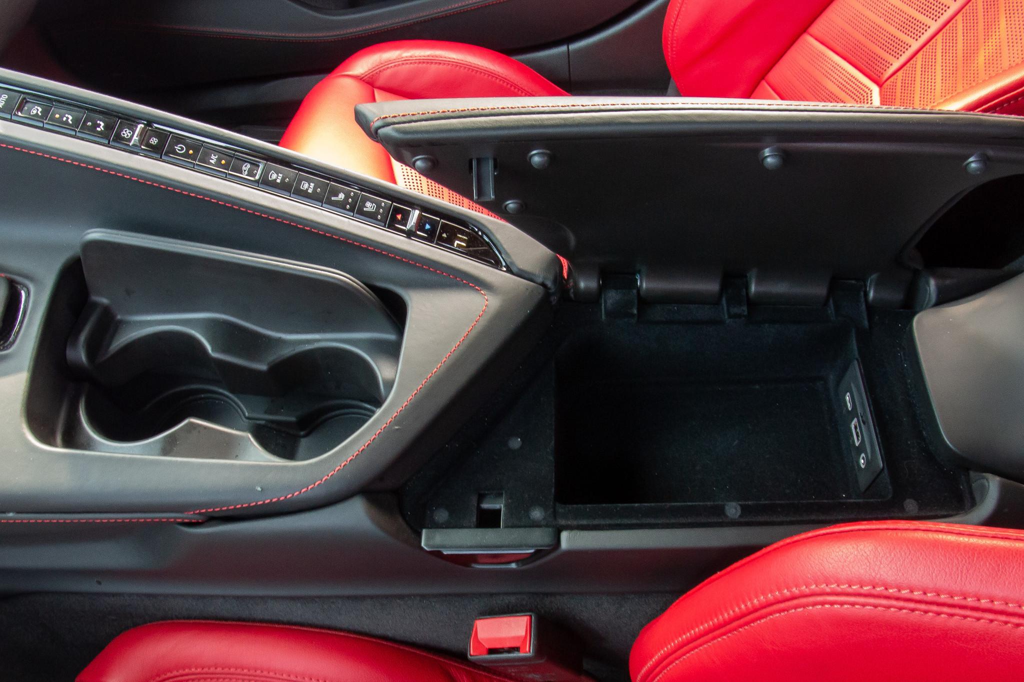 chevrolet-corvette-z51-2020-23-center-console--interior--storage.jpg