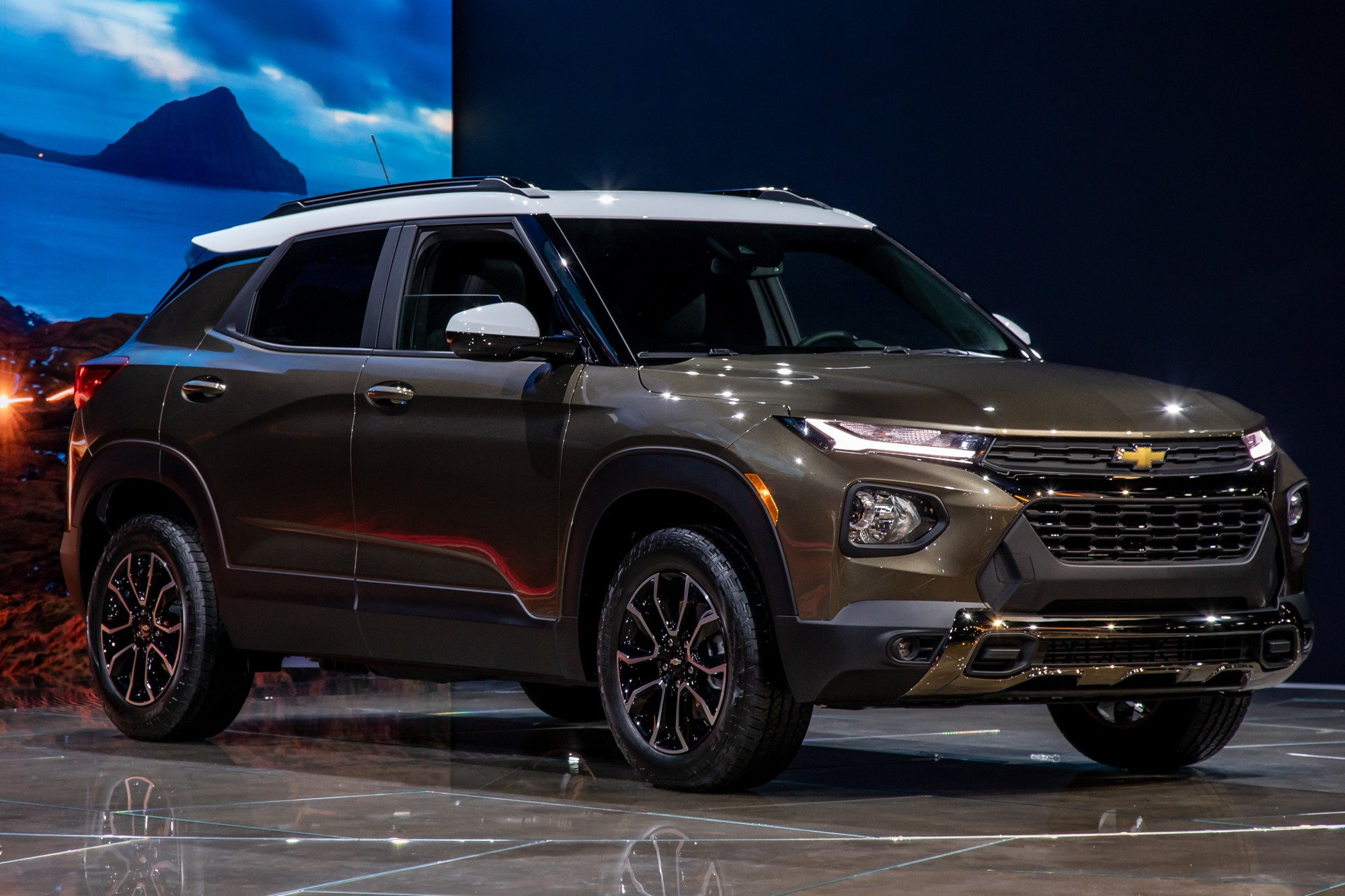 2021 Chevrolet Trailblazer MPG Stays in Lane With Rival SUVs' Fuel Economy