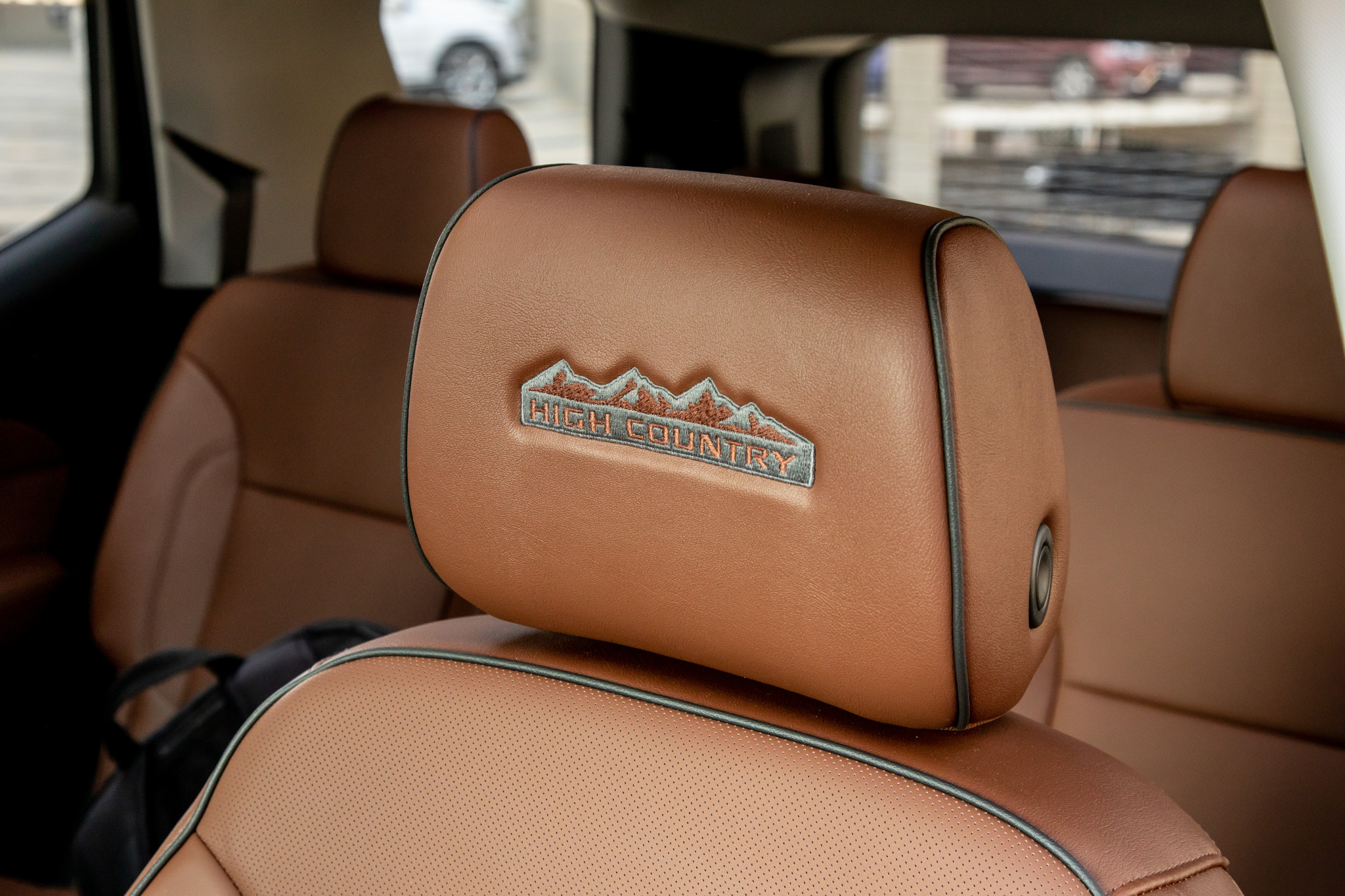 chevrolet-traverse-high-country-awd-2020-36-badge--detail--front-row--interior--seat.jpg