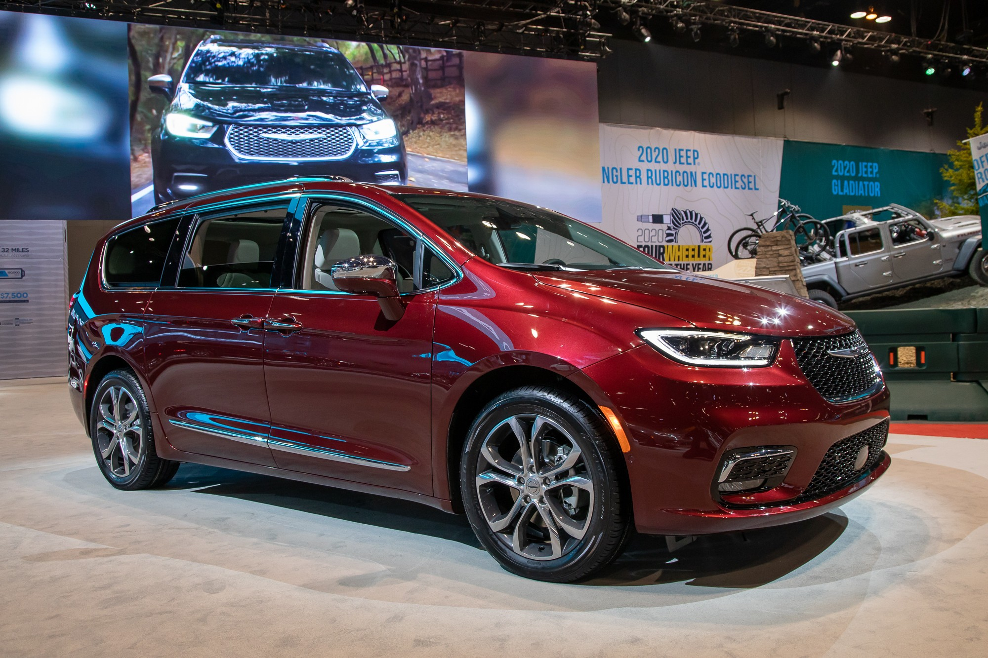 chrysler-pacifica-limited-2021-2-angle--exterior--front--red.jpg