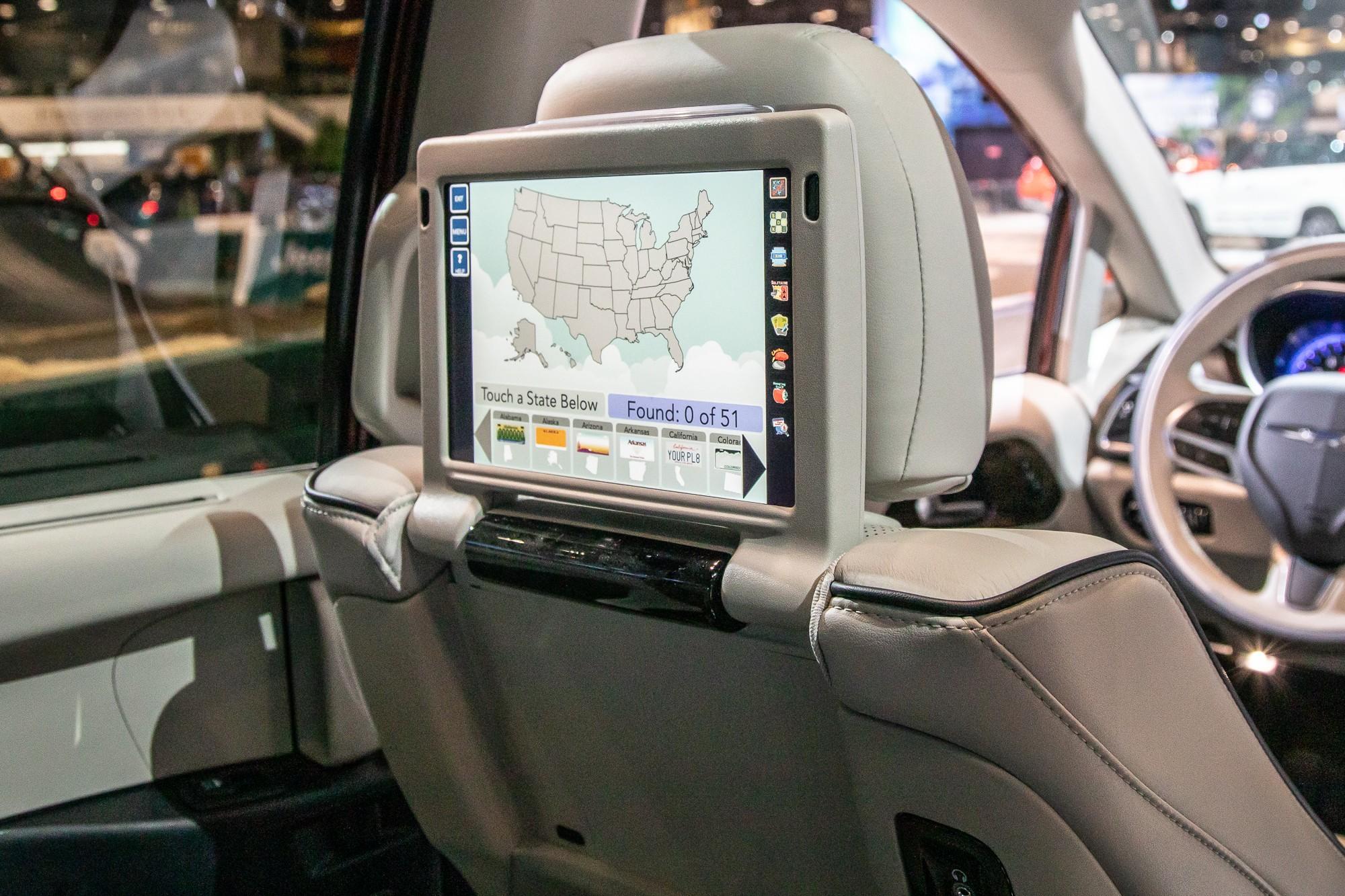 auto show faceoff 2021 chrysler pacifica vs 2020 honda