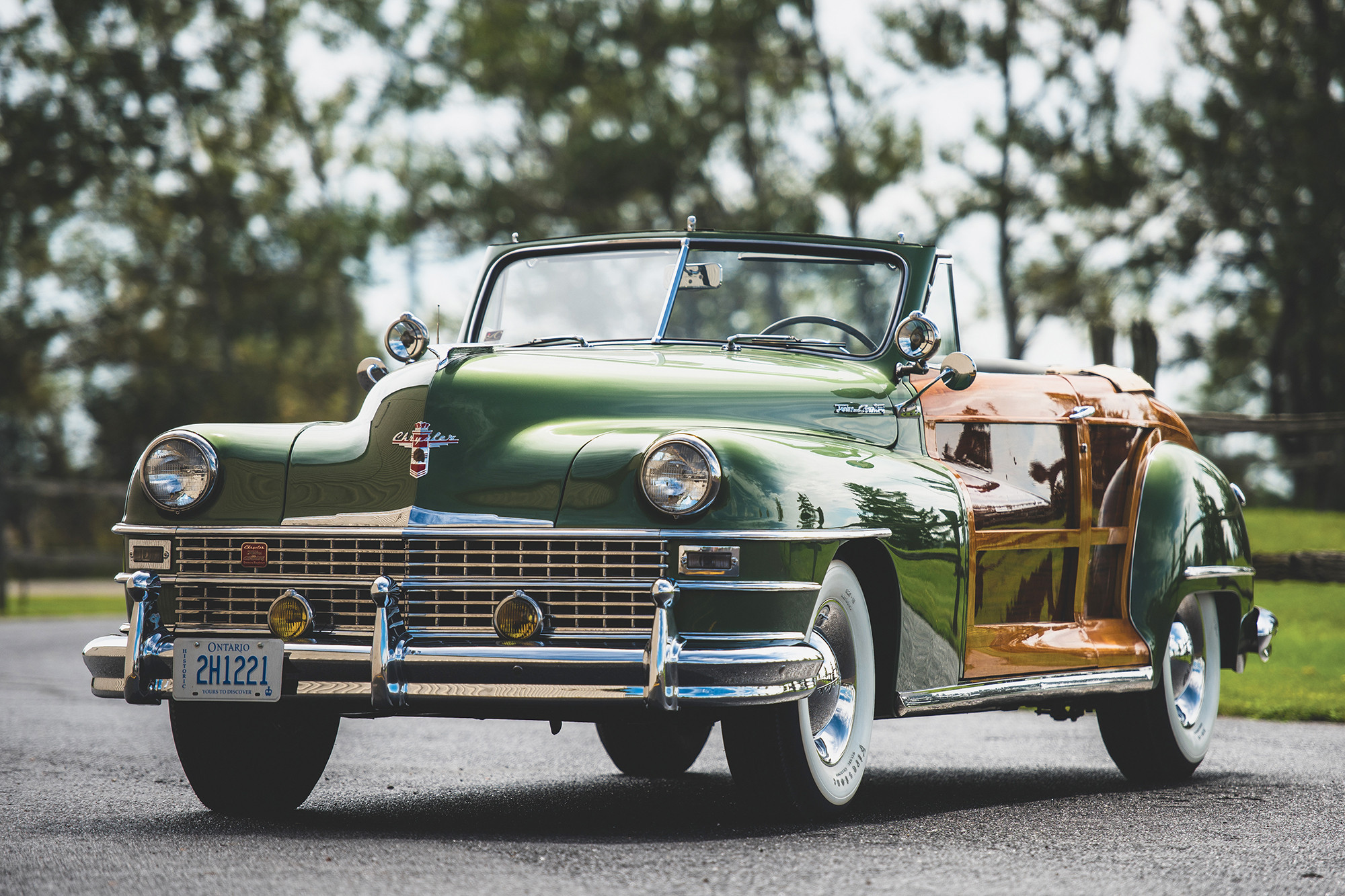 chrysler-town-and-country-convertible-1949-angle-front-woodgrain.jpeg