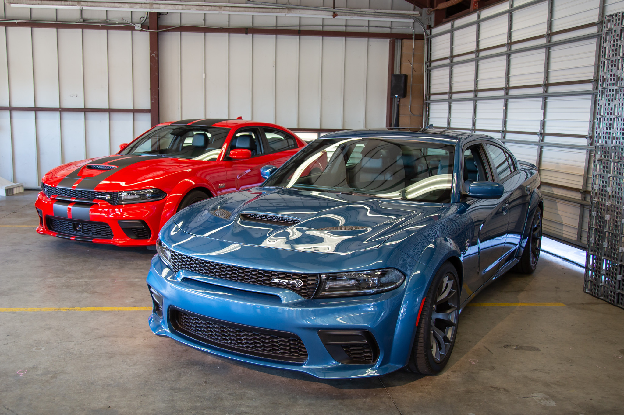 2020 Dodge Charger Scat Pack And Hellcat Widebody 7 Pros And 3 Cons News Cars Com