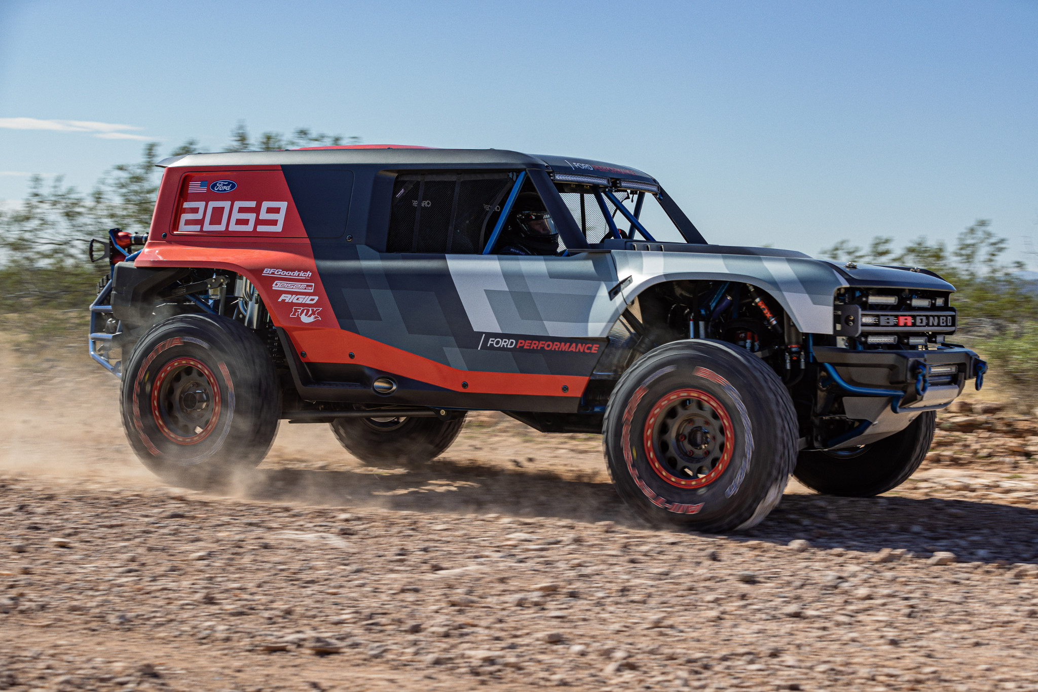 ford-bronco-r-prototype-01-angle--black--desert--dynamic--exterior--front--off-road--red--white.jpg
